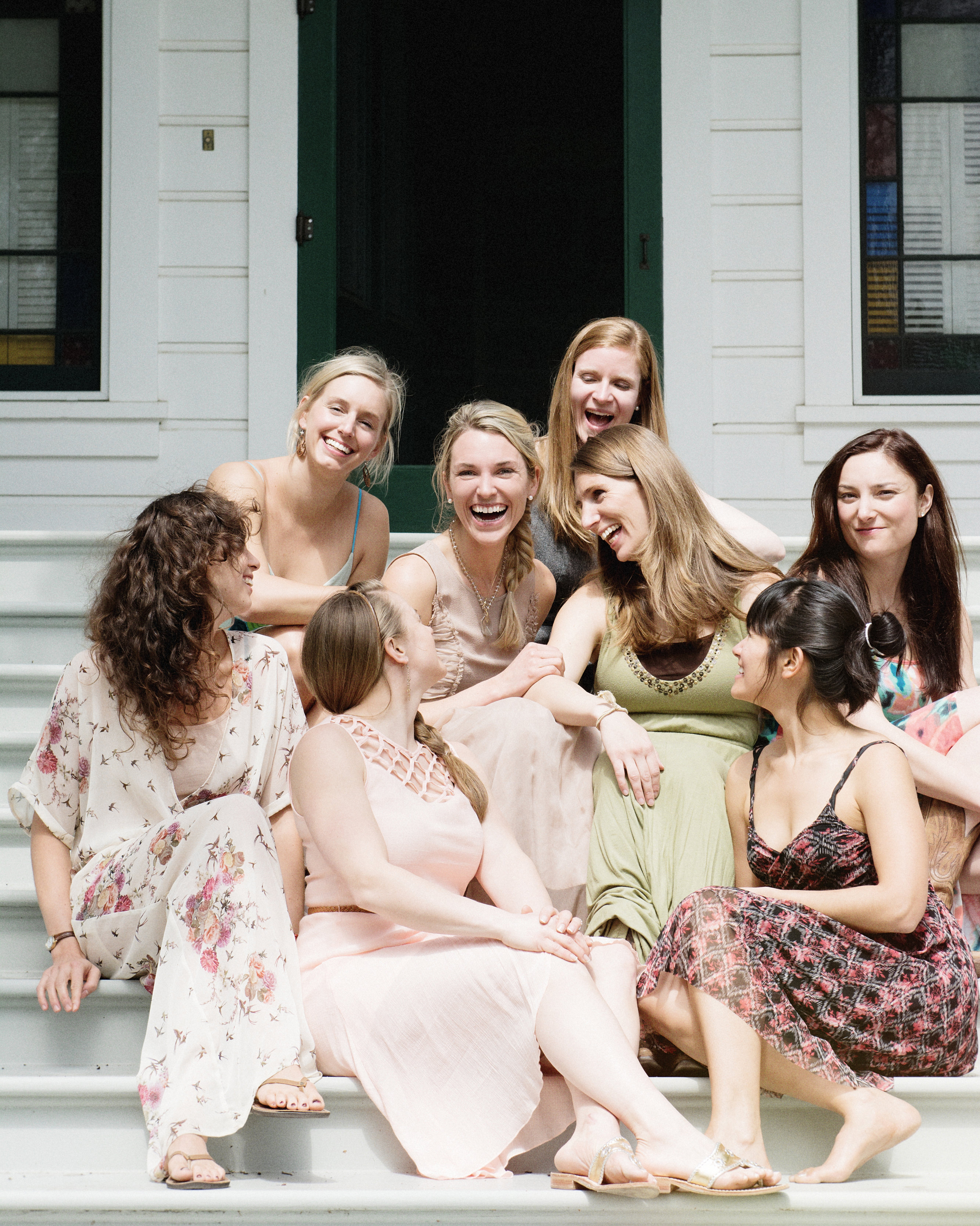 scavenger-hunt-bridal-shower-friends-on-porch-0315.jpg