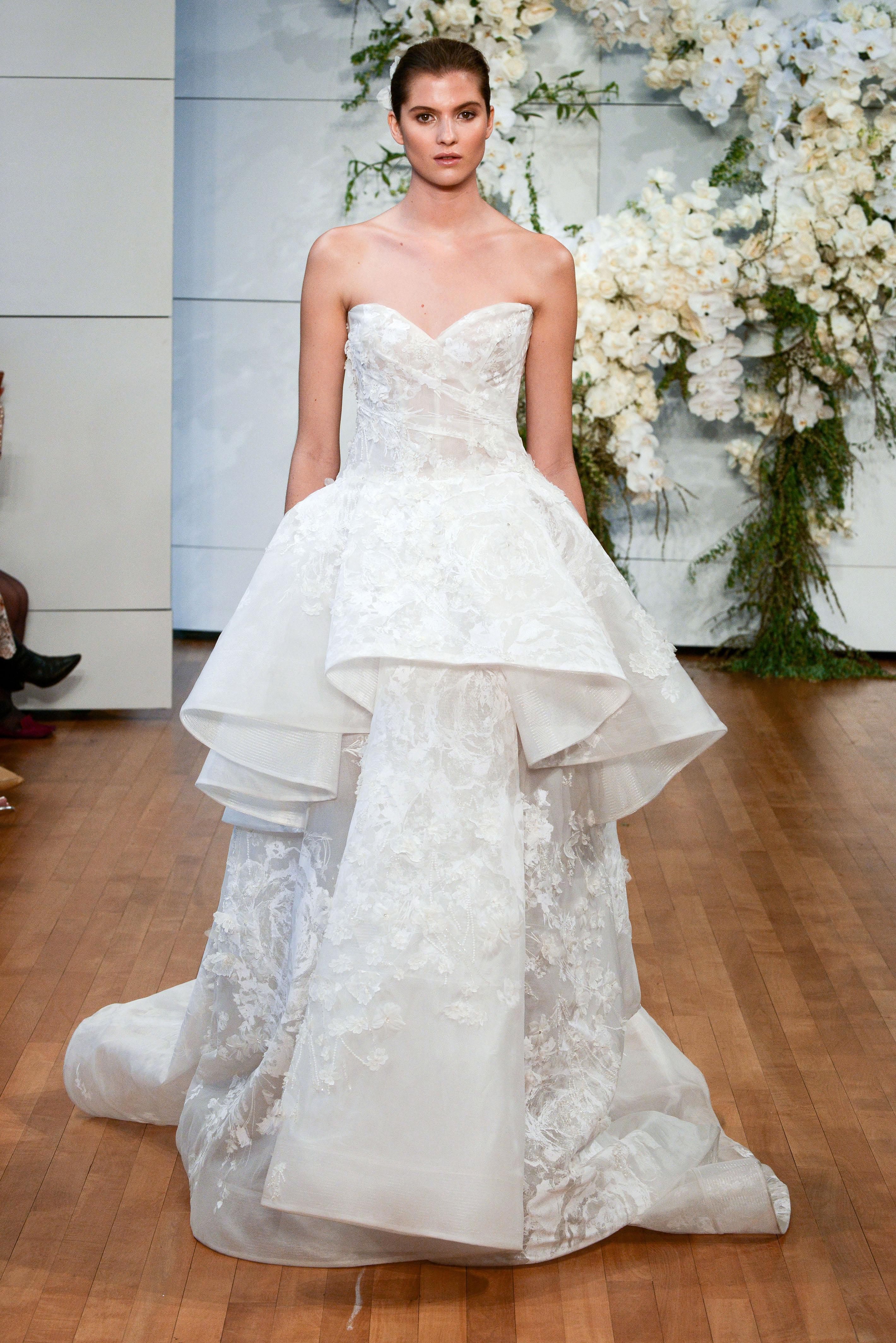 monique lhuillier sweetheart lace ruffle wedding dress spring 2018