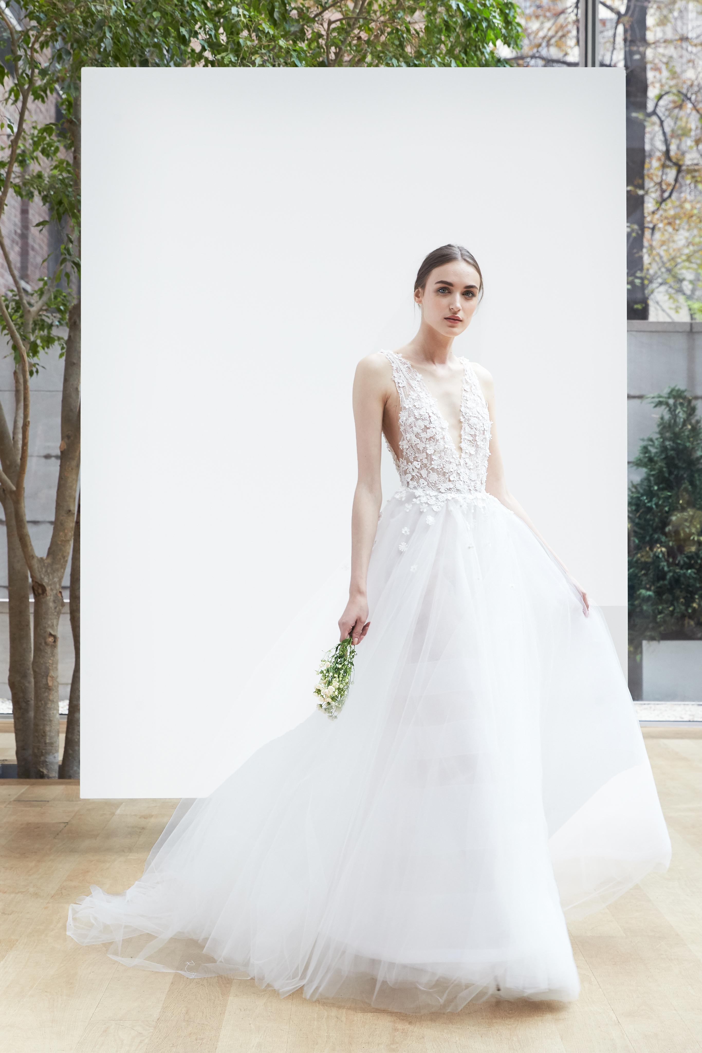 v-neck tulle Oscar de la Renta Spring 2018 Wedding Dress Collection