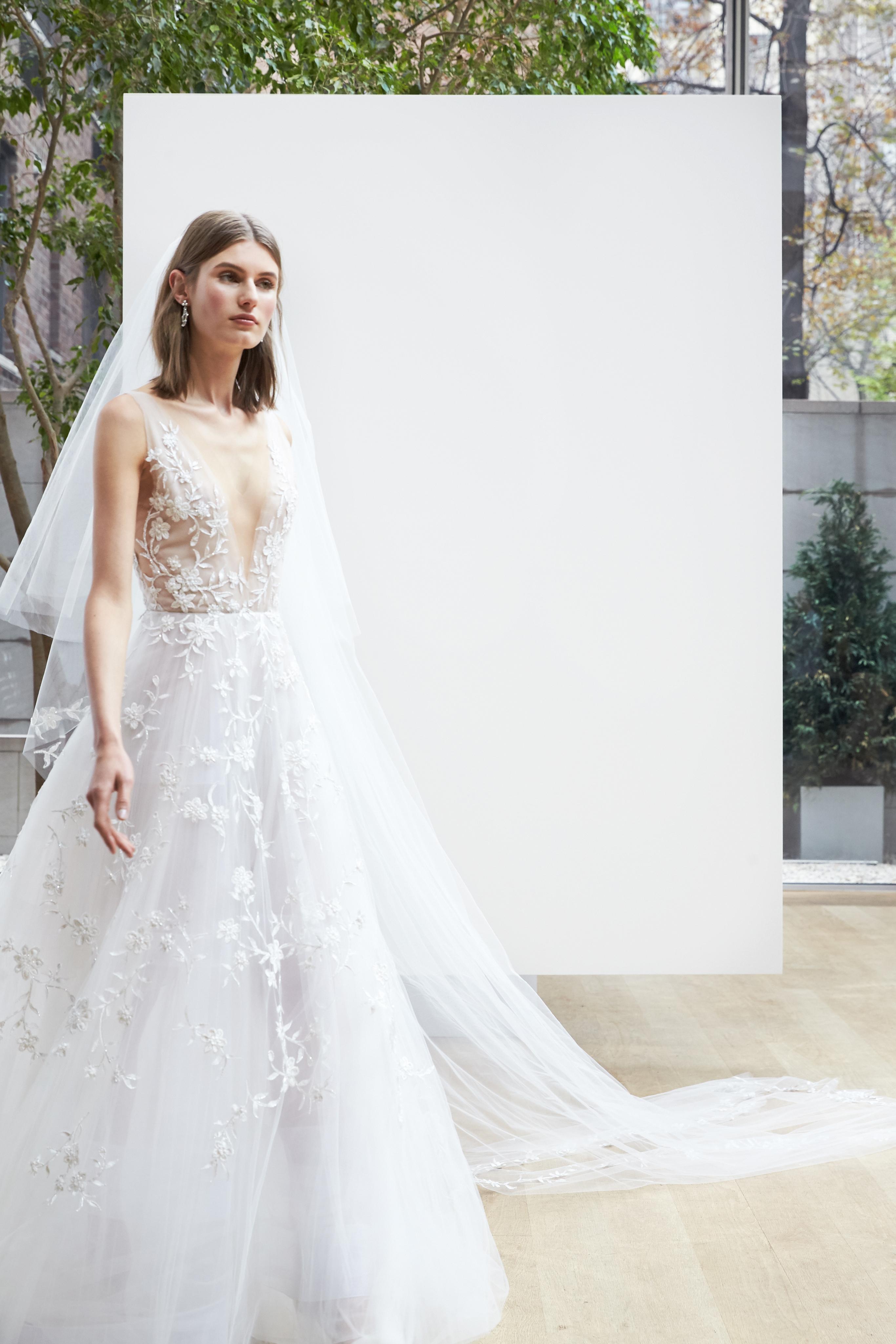 v-neck lace Oscar de la Renta Spring 2018 Wedding Dress Collection