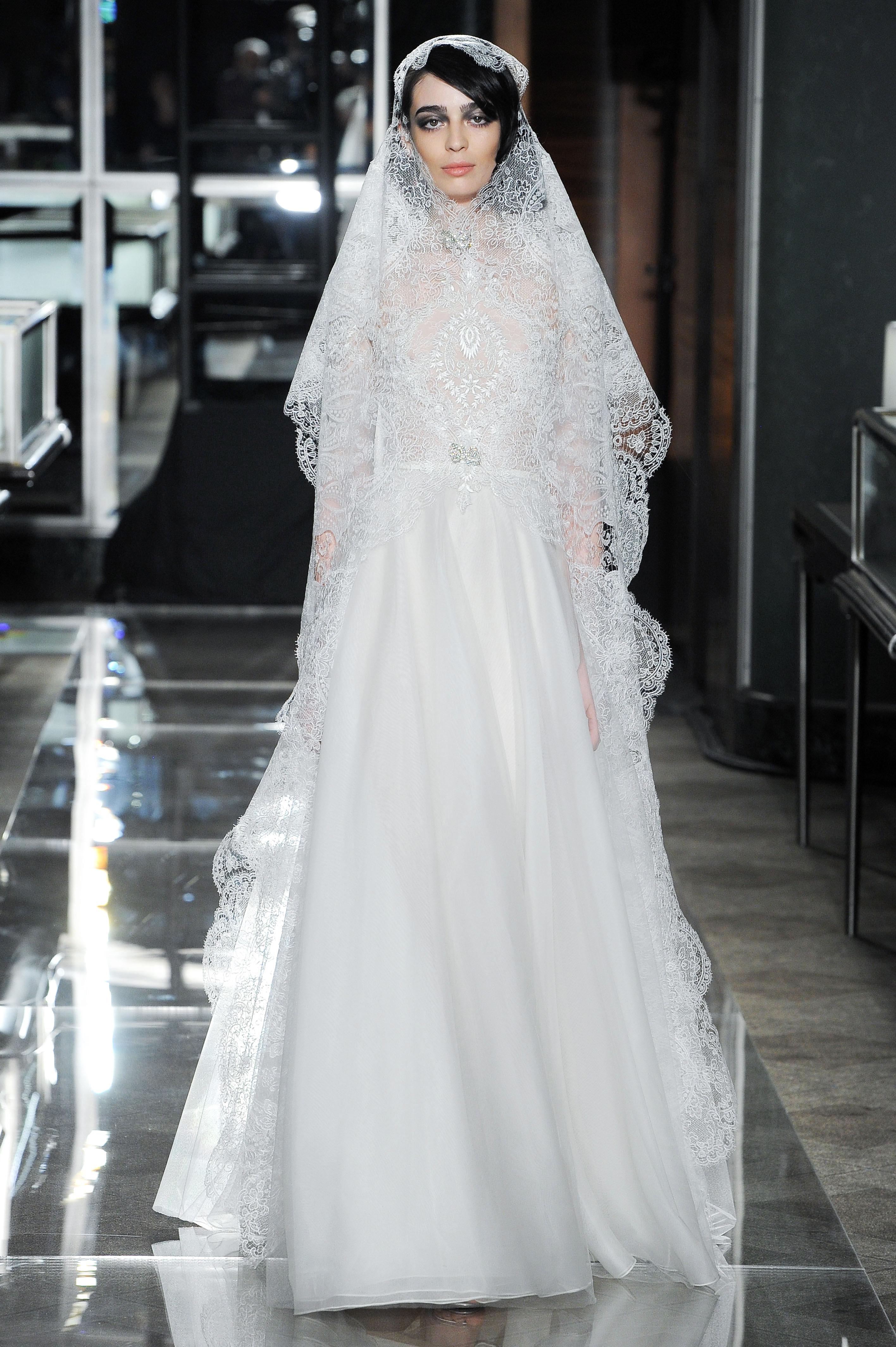 reem acra spring 2018 romantic lace wedding dress with veil