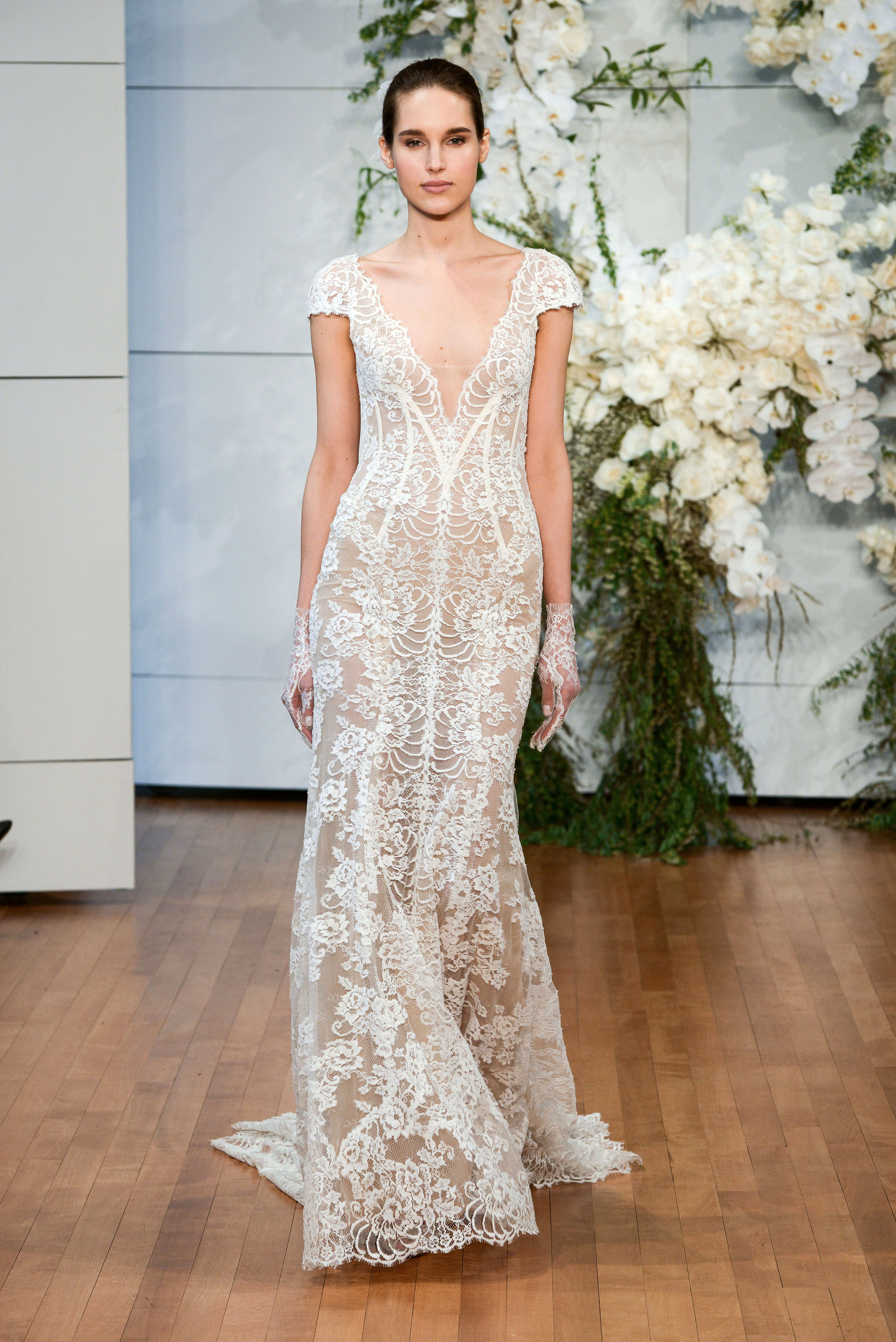 monique lhuillier v-neck lace wedding dress spring 2018