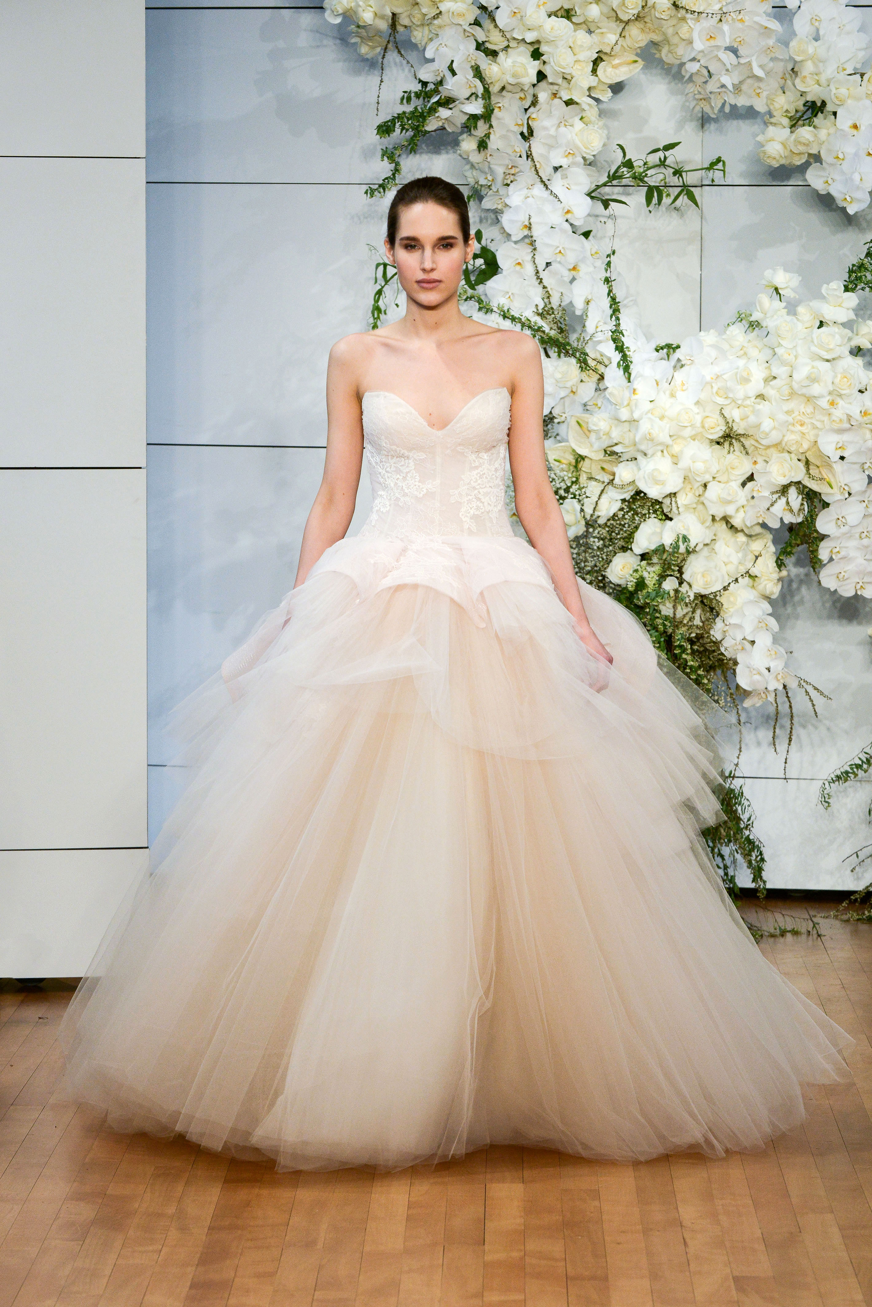 monique lhuillier sweet heart tulle ballgown wedding dress spring 2018
