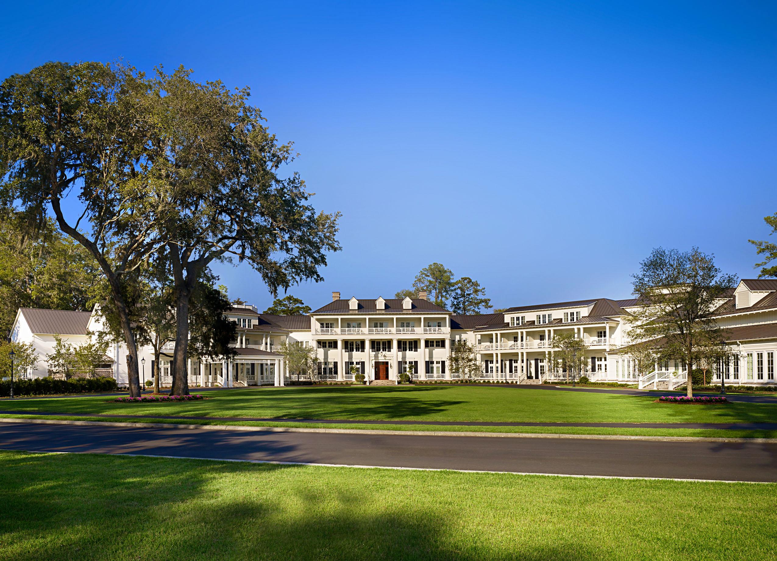 montage hotel resort lawn