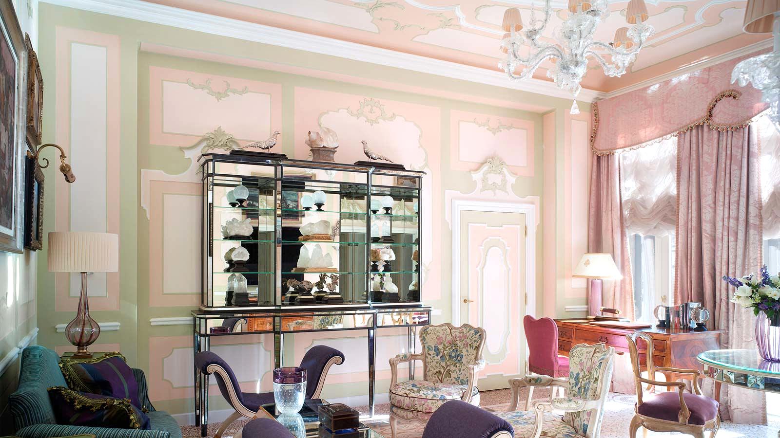 pink groom gtitti palace