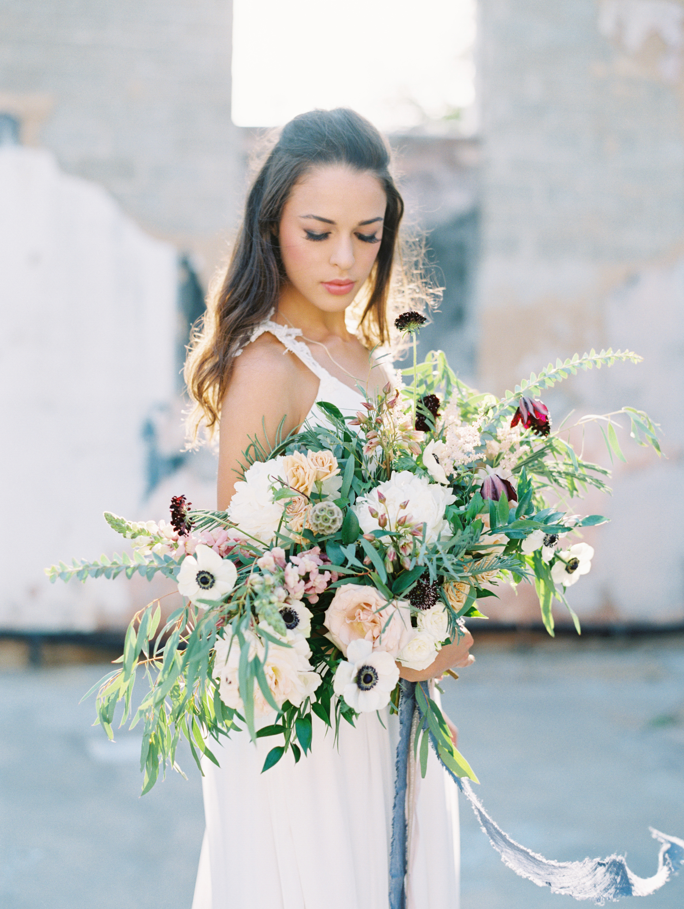 25 Anemone Wedding Bouquets For Every Type Of Bride Martha Stewart Weddings