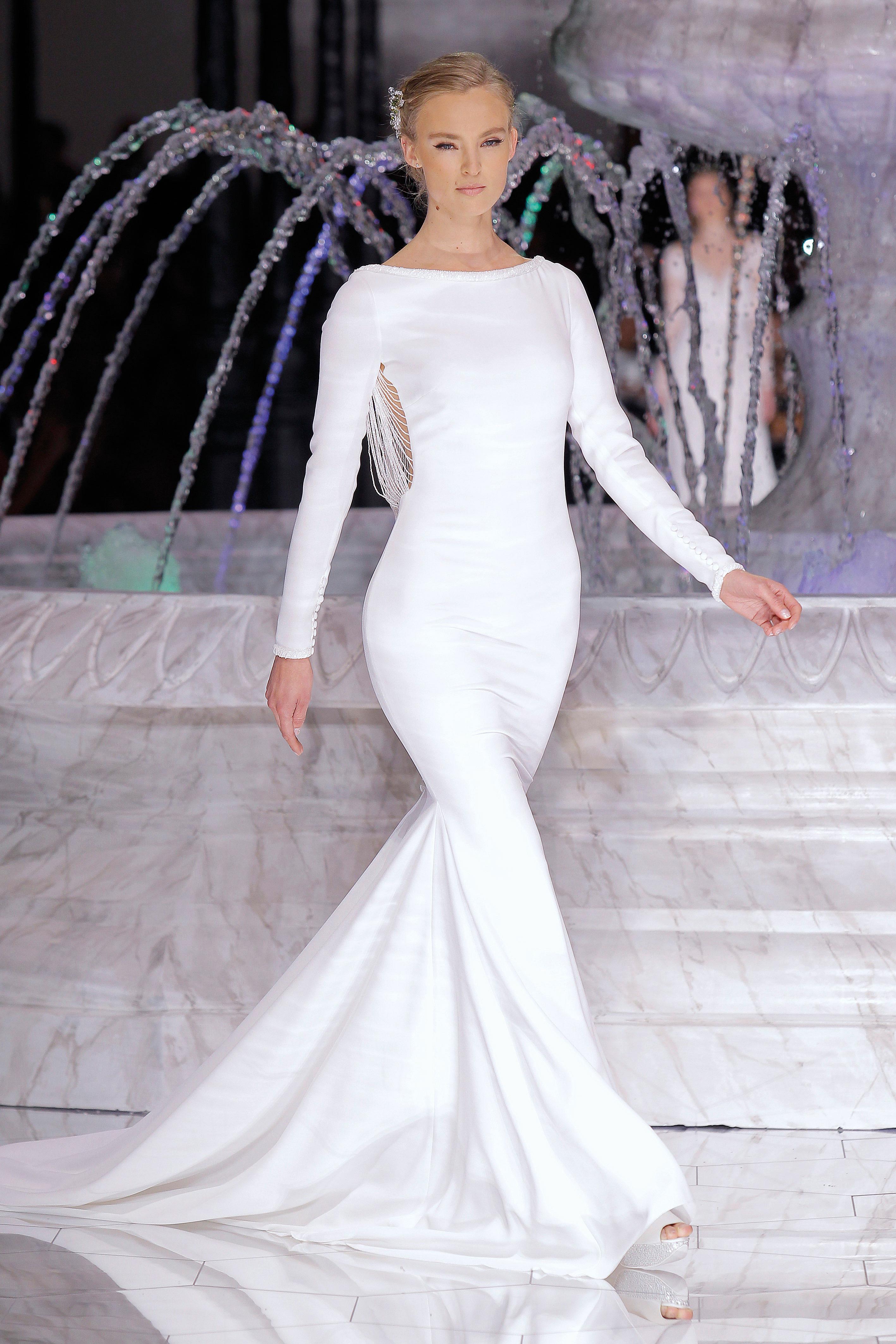 pronovias sleek trumpet wedding dress spring 2018