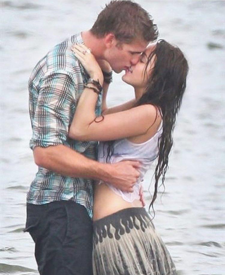 miley-cyrus-liam-hemsworth-first-kiss-0717