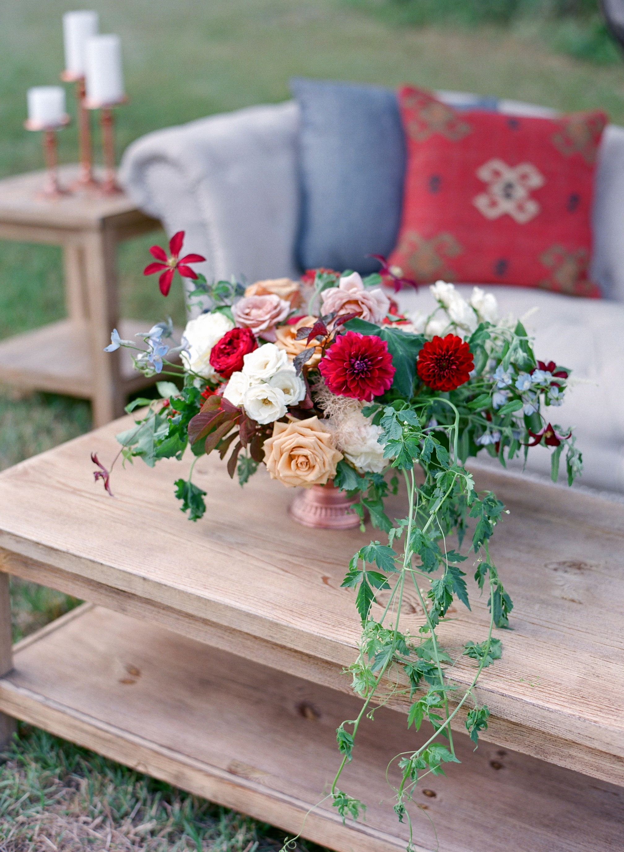23 Ways to Arrange Red Wedding Centerpieces