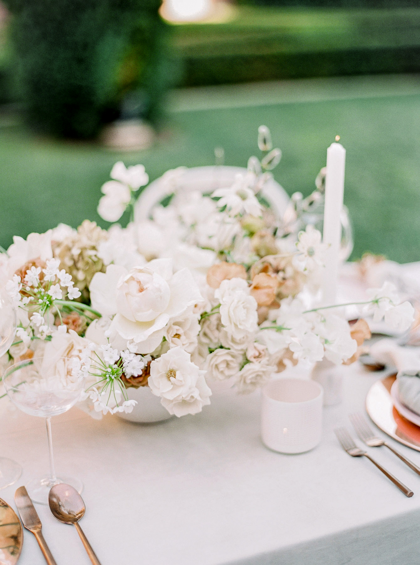summer wedding centerpieces bright white floral