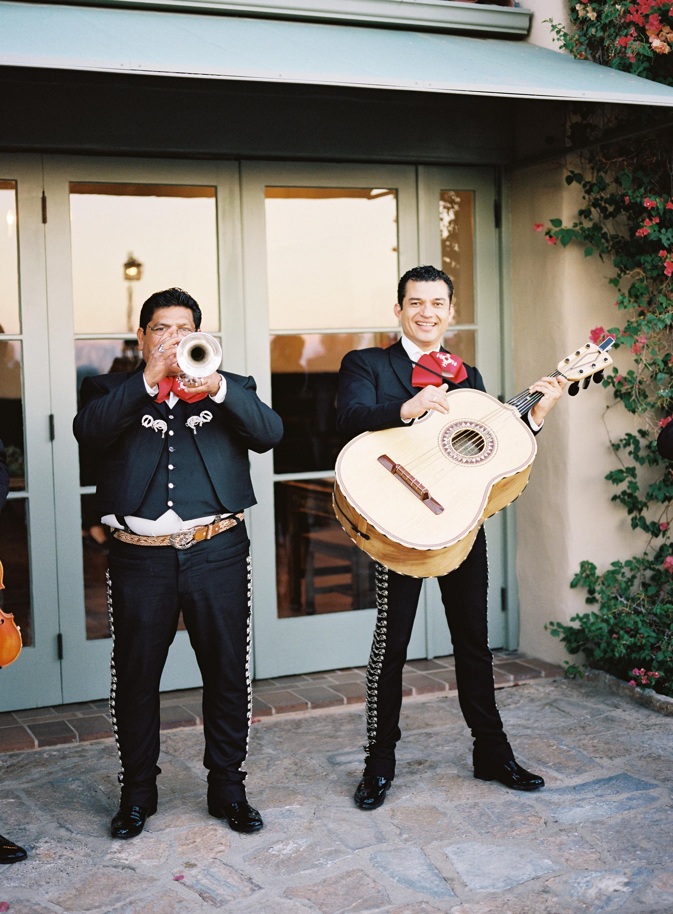 lisa louis wedding spanish music