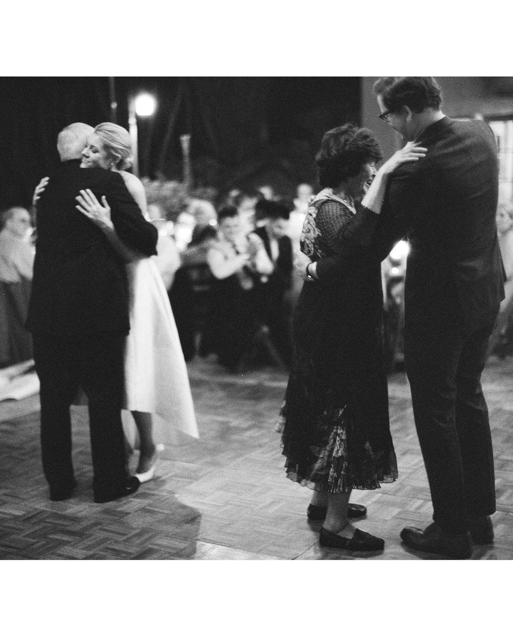 lisa louis wedding dancing