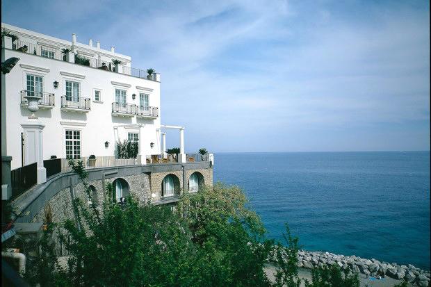 honeymoons resort cliff edge