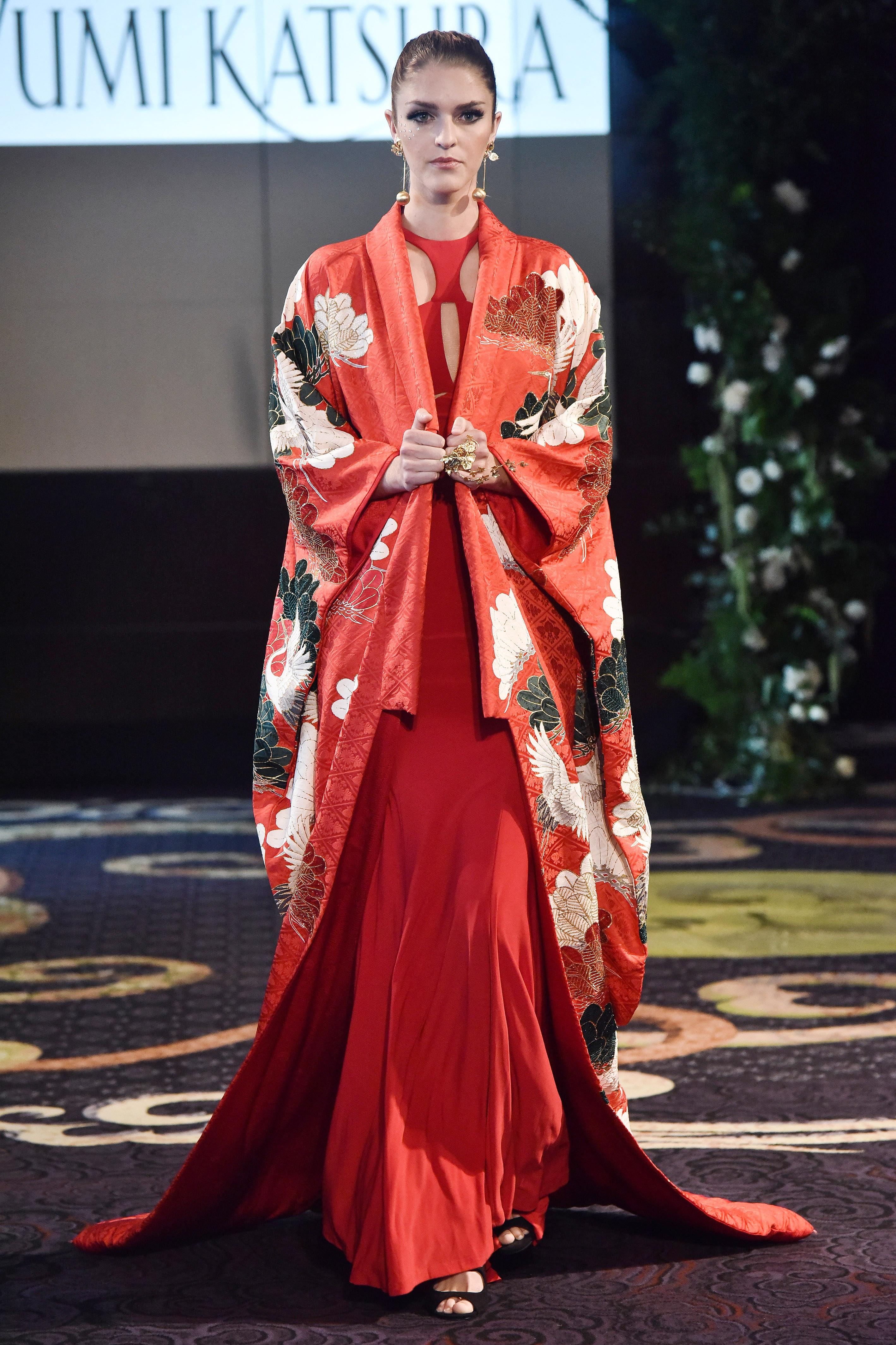 yumi katsura red silk kimono wedding dress fall 2018