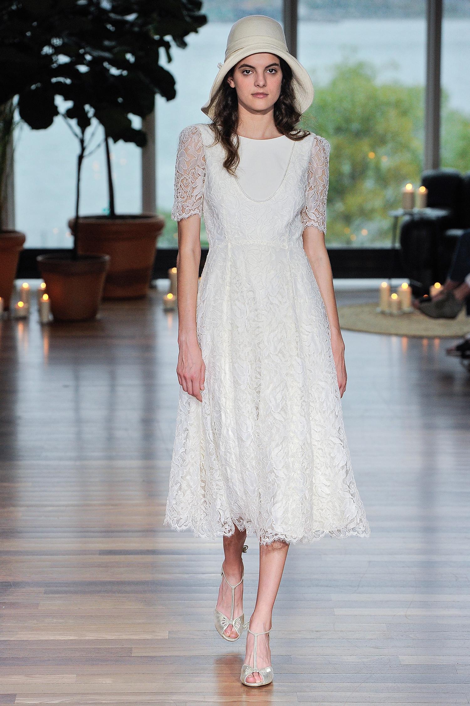 laure de sagazon fall 2018 lace short-sleeved tea-length