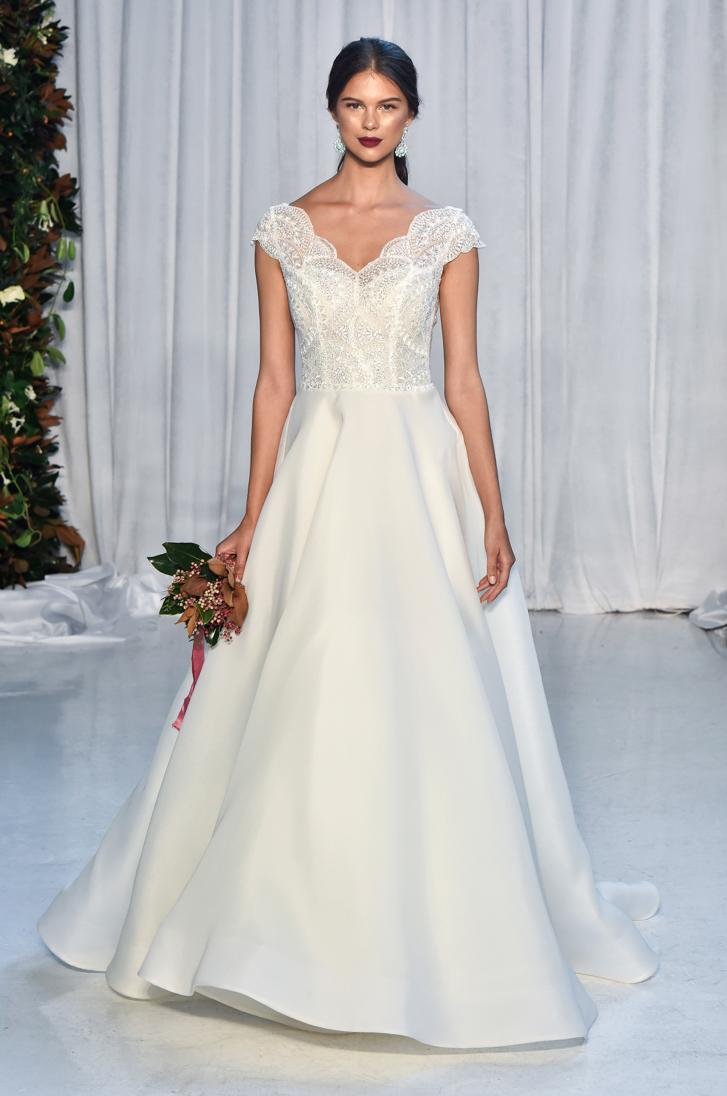 anne barge wedding dress fall 2018 cap sleeves lace top a-line