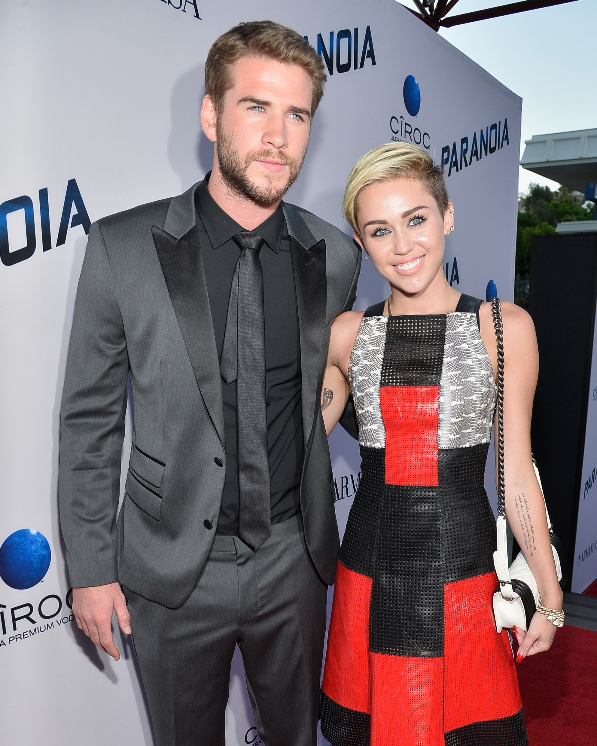 miley-cyrus-liam-hemsworth-engaged-0116_web.jpg