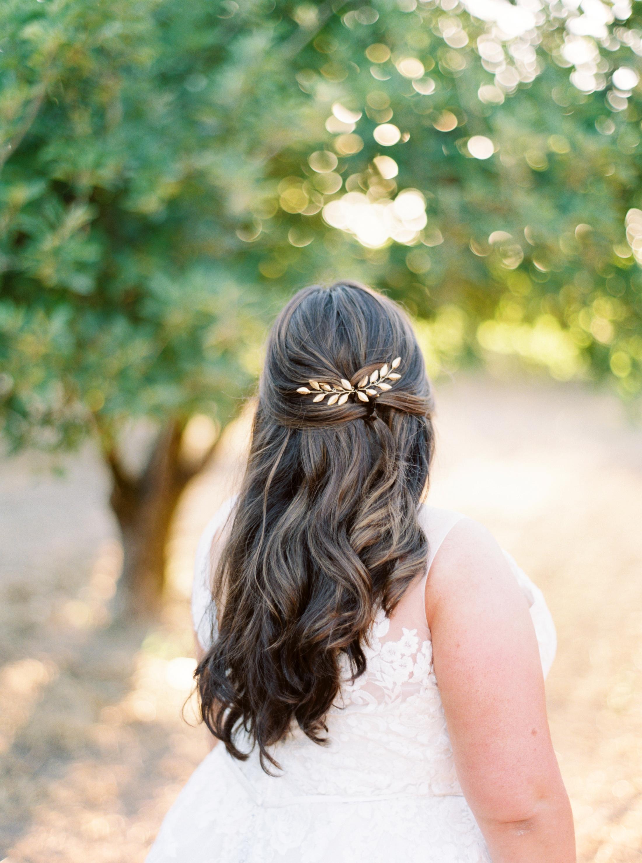 Gold leaf hair piece in brides hair