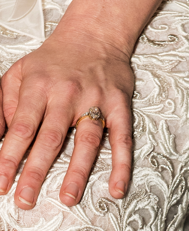 kirsten dunst engagement ring