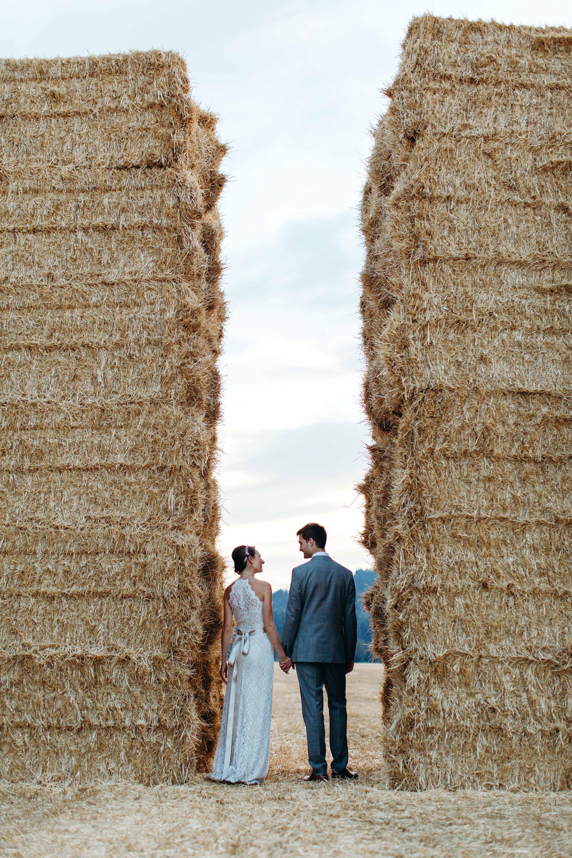 weddinng couple hay bales