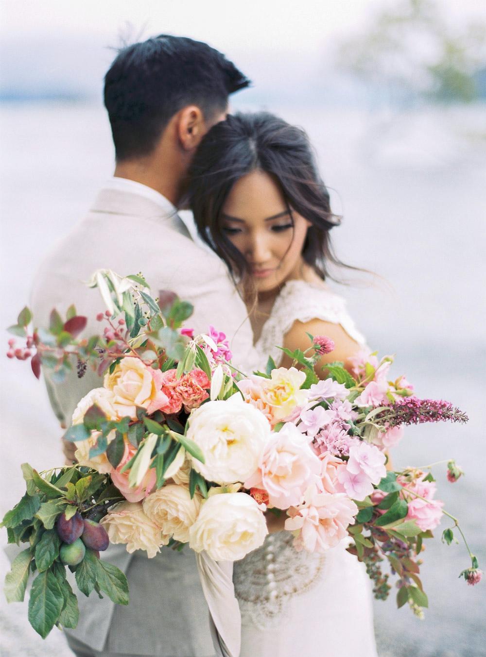 bride groom wedding bouquet