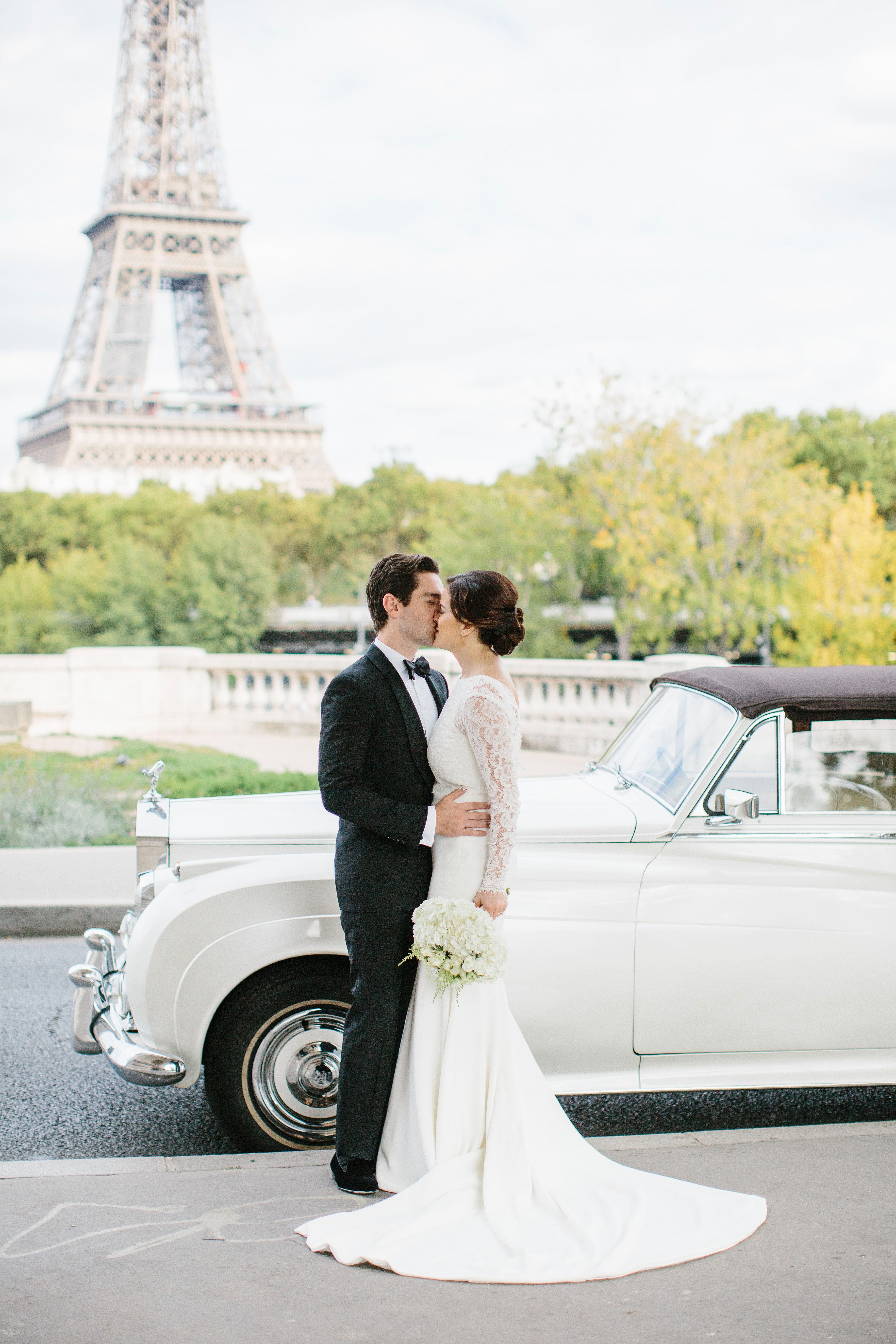 wedding kiss classic car
