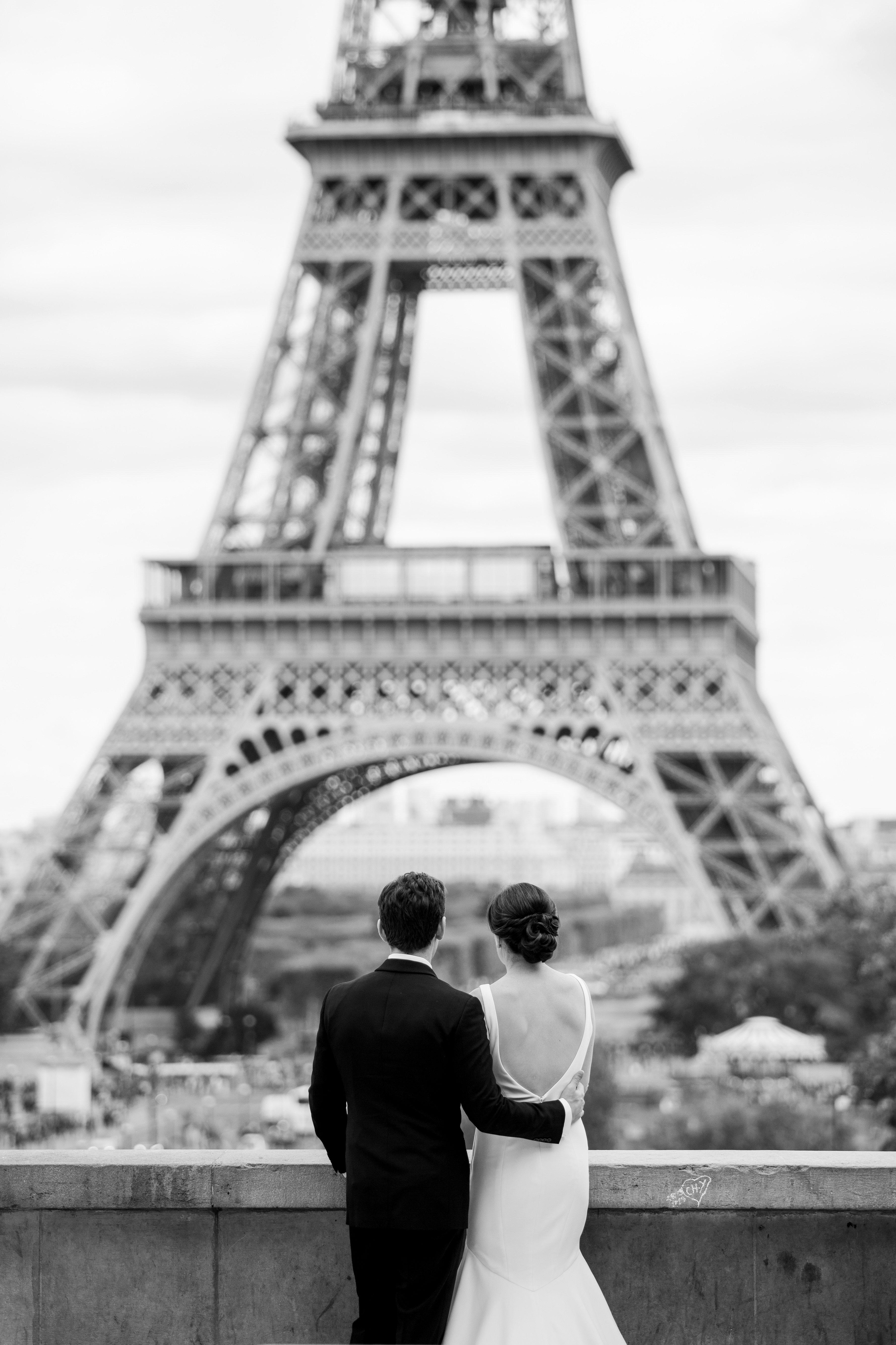 wedding couple eiffel tower