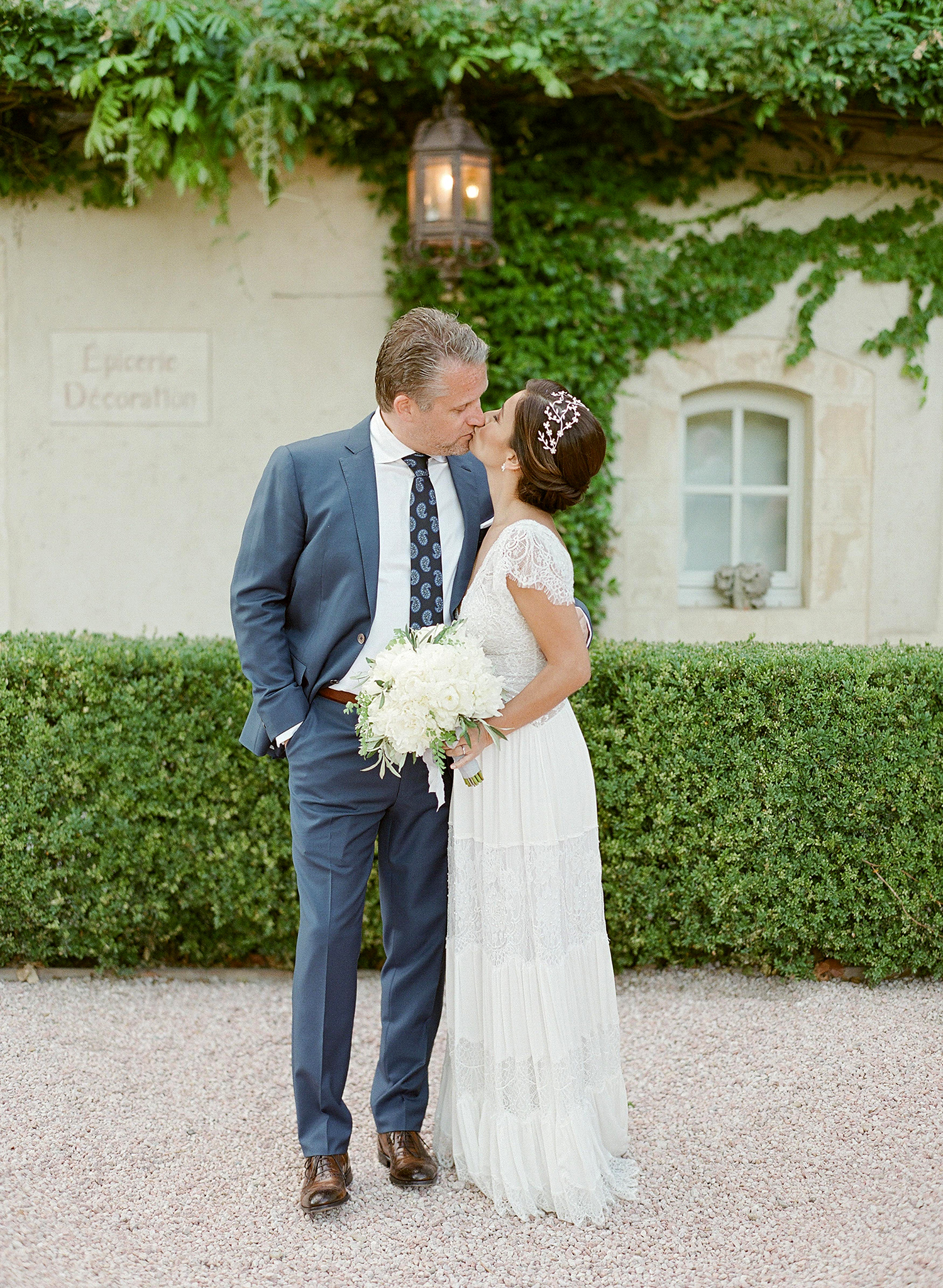 jannicke paal france wedding couple kiss