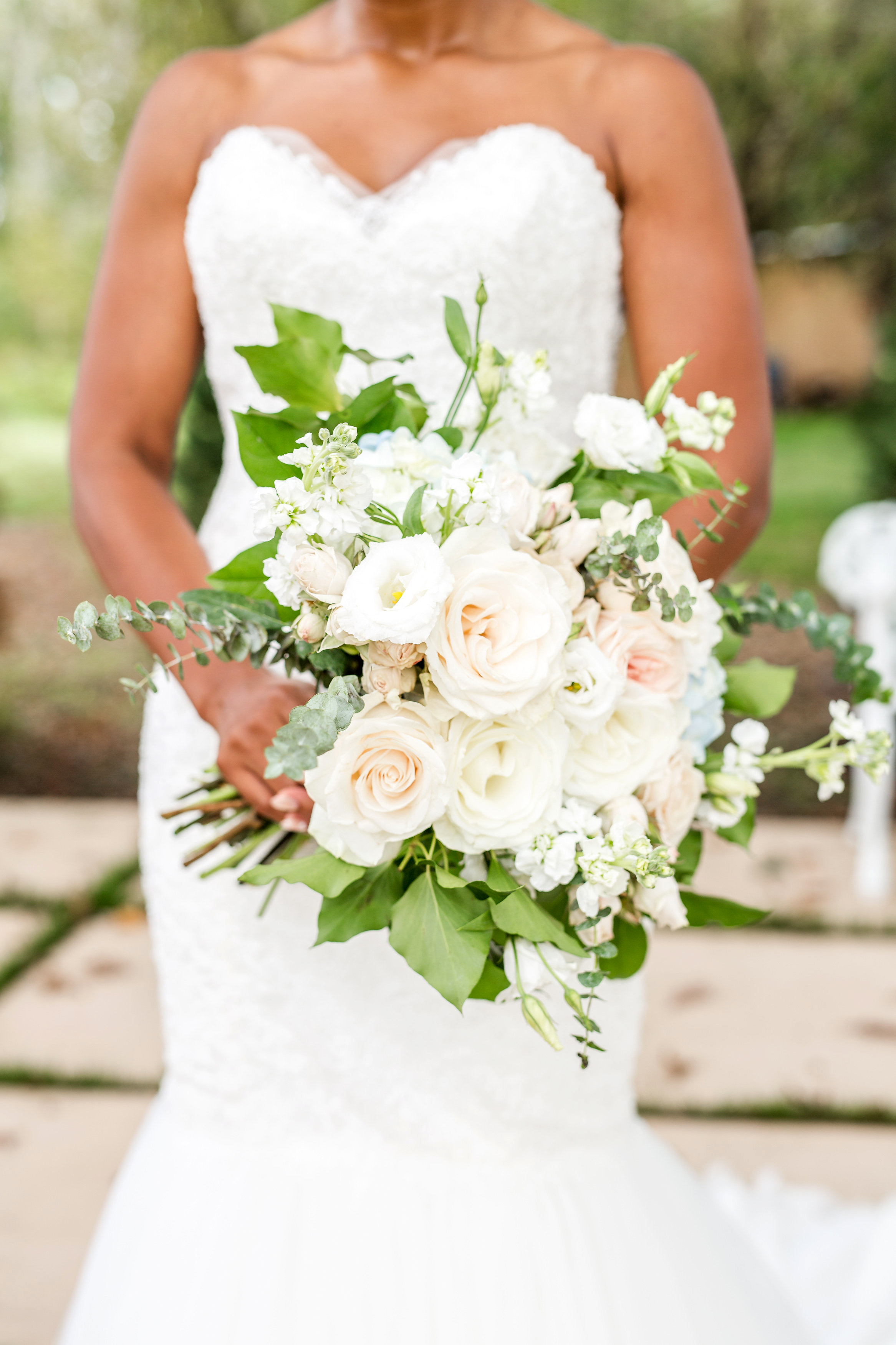 kenisha wendall wedding bride bouquet flowers white