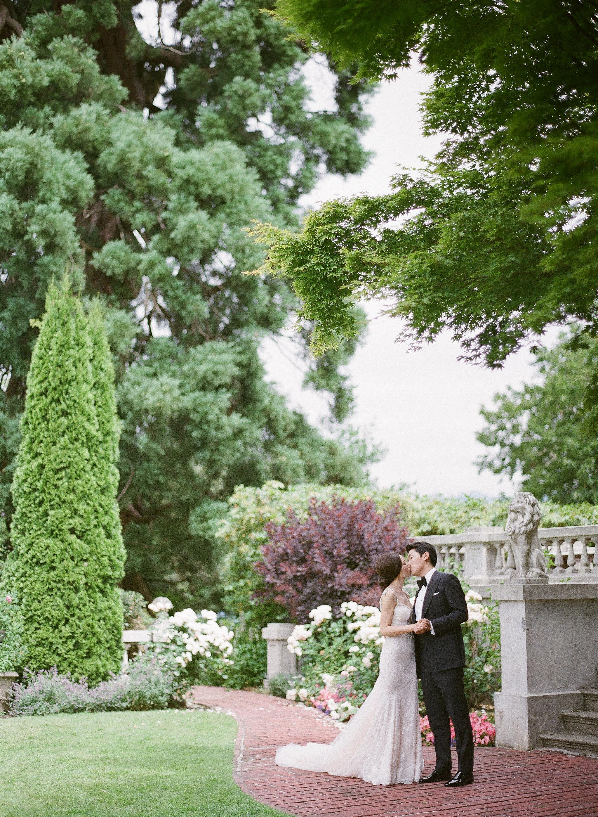 gloria zee wedding couple kissing outdoor grounds