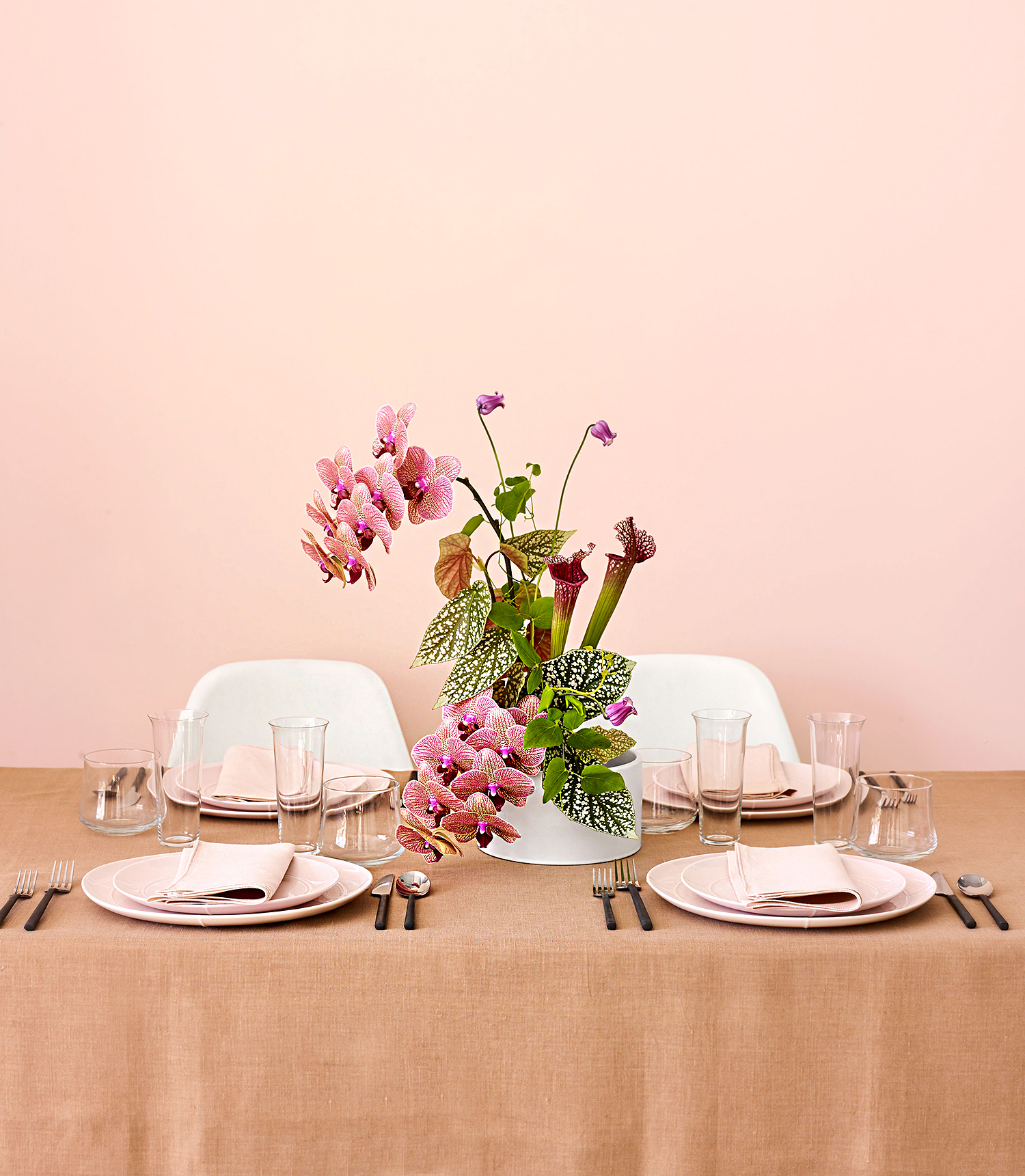 These Japanese-Inspired Centerpieces Are the Florals Your Minimalist Wedding Needs