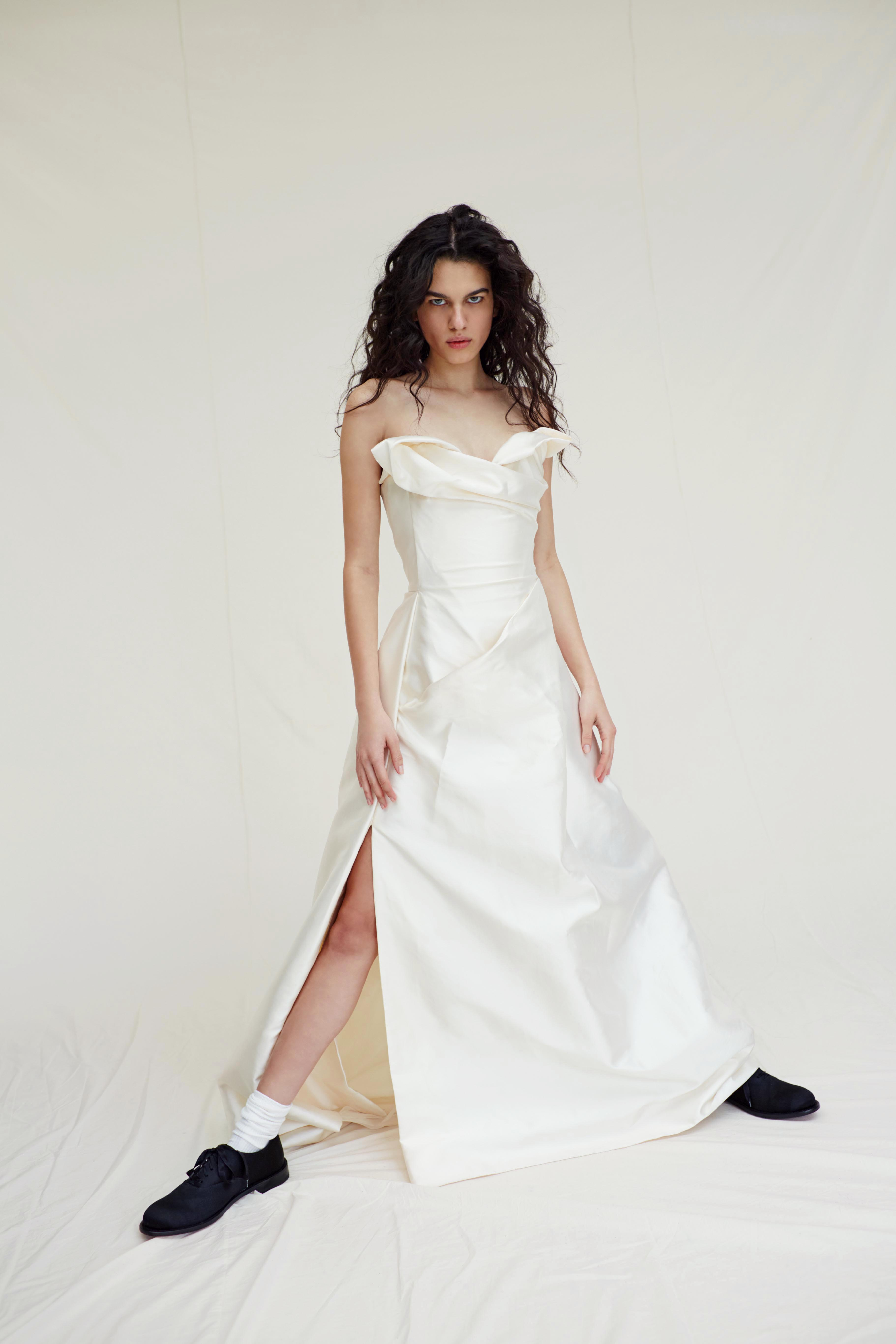 vivienne westwood wedding dress Spring 2019 strapless a-line high slit
