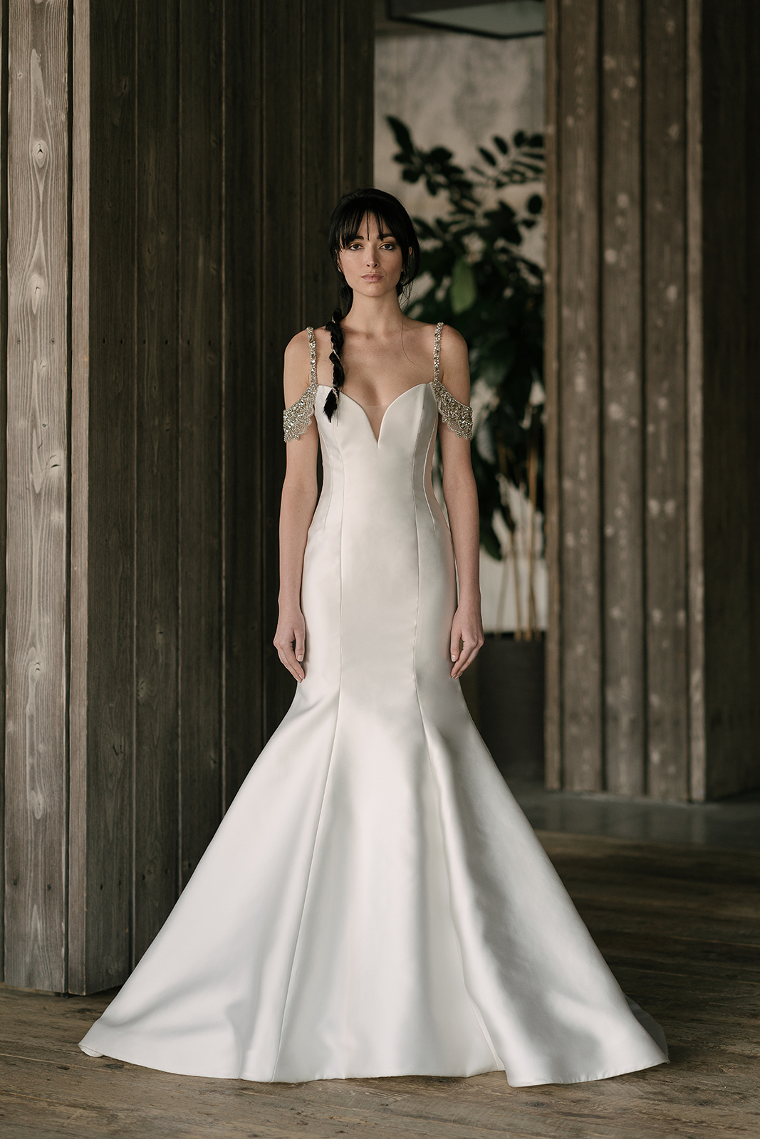 rivini by rita vinieris spring 2019 trumpet wedding dress with metallic sleeves