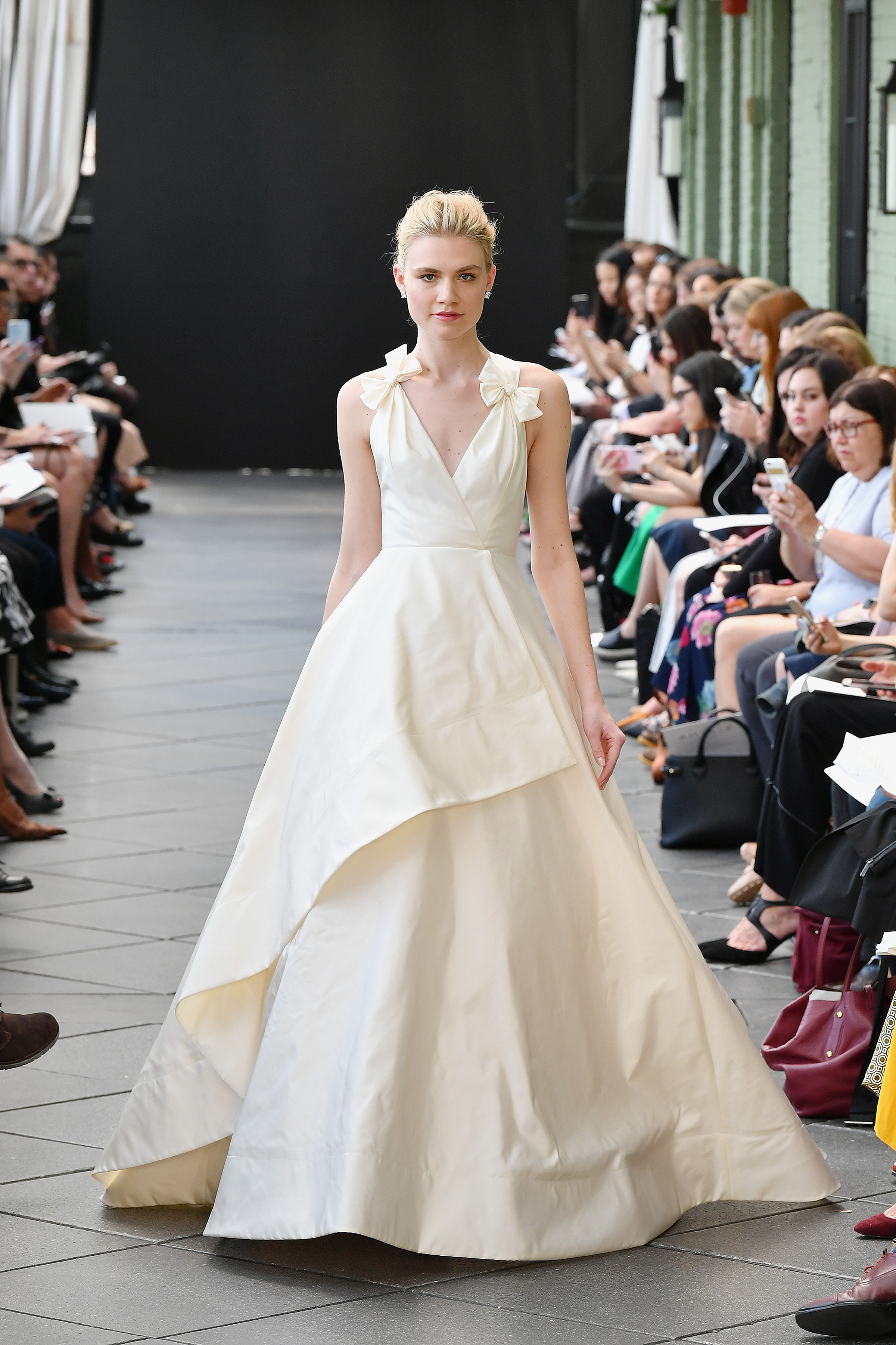 amsale wedding dress spring 2019 v-neck bow straps