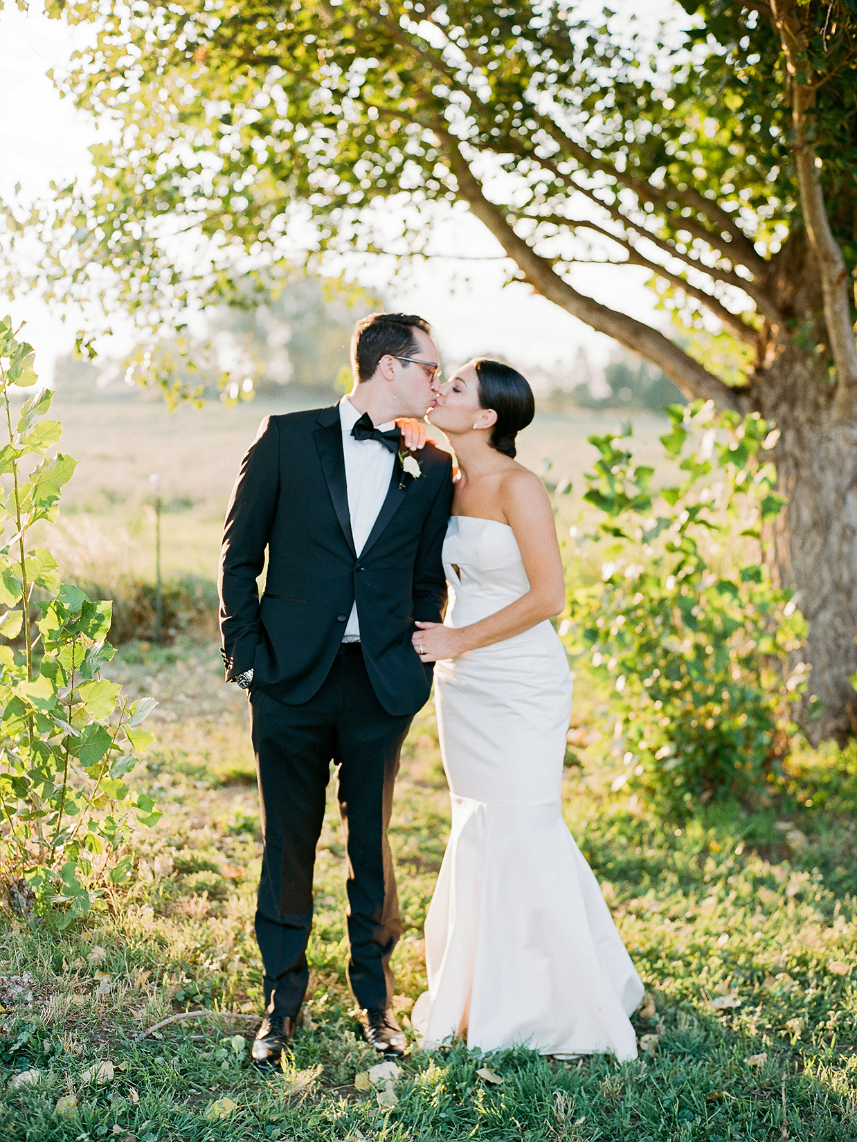 jamie jon wedding couple kiss