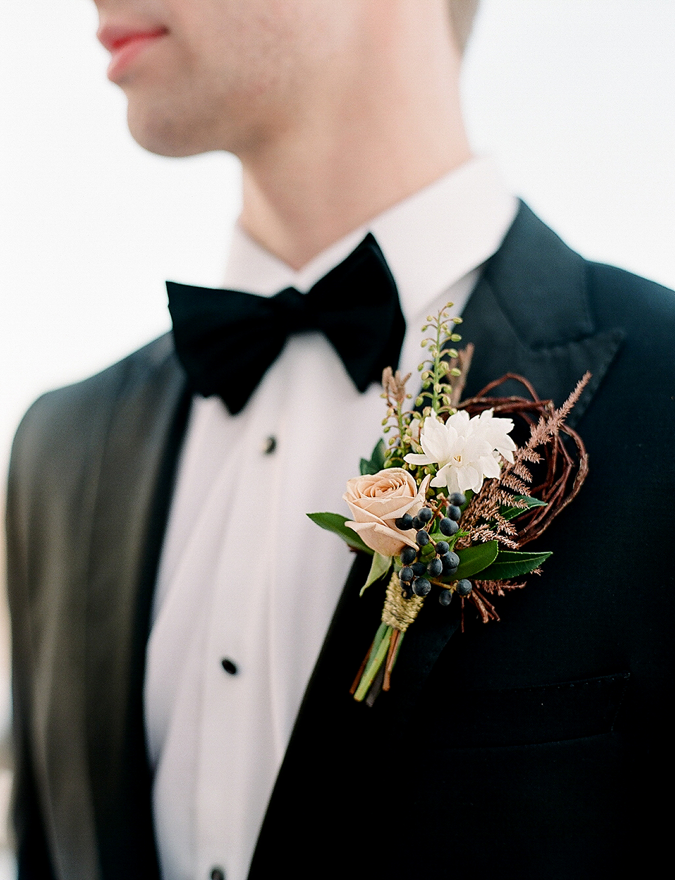 europe style grooms boutonniere