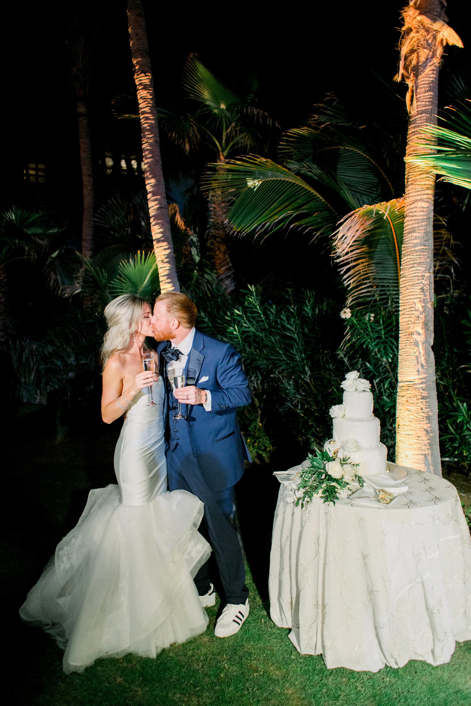 kourtney justin wedding mexico cake couple kiss