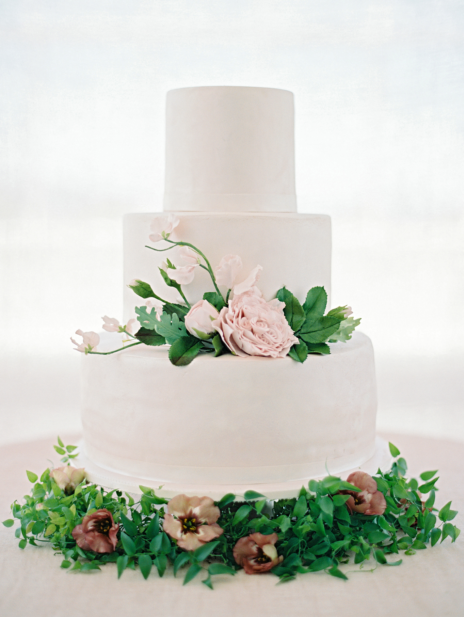 How to Order a Cutting Cake and Sheet Cakes for Your Wedding
