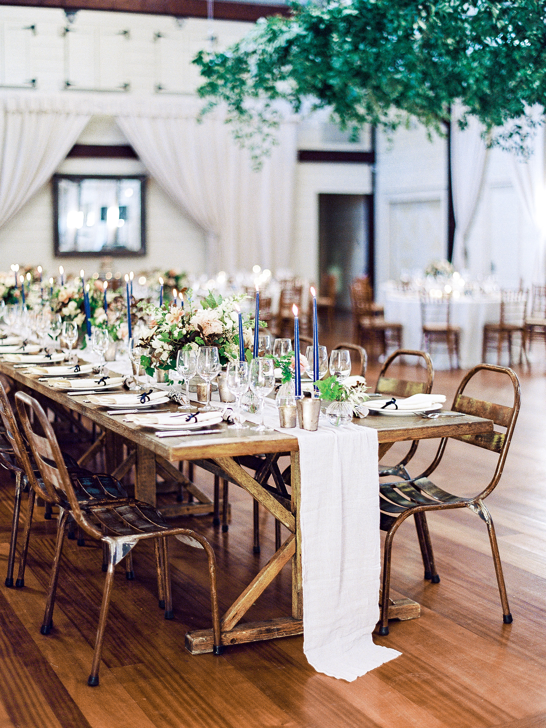 julianne aaron wedding reception table