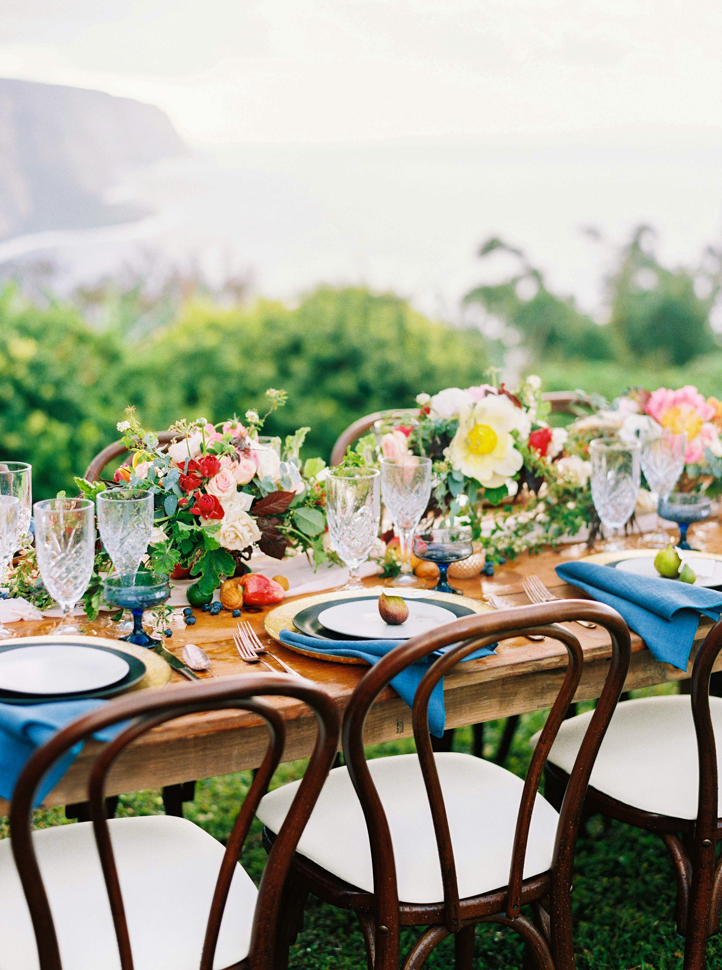 rebecca eryck wedding hawaii flower table rrangement