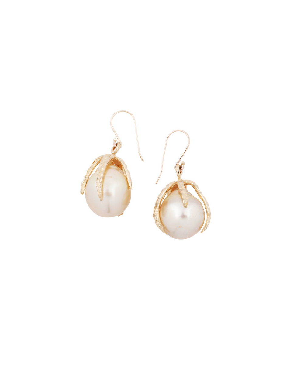 fed1c70d11c01 35 Pairs of Pearl Earrings Perfect for Your Wedding Day | Martha ...