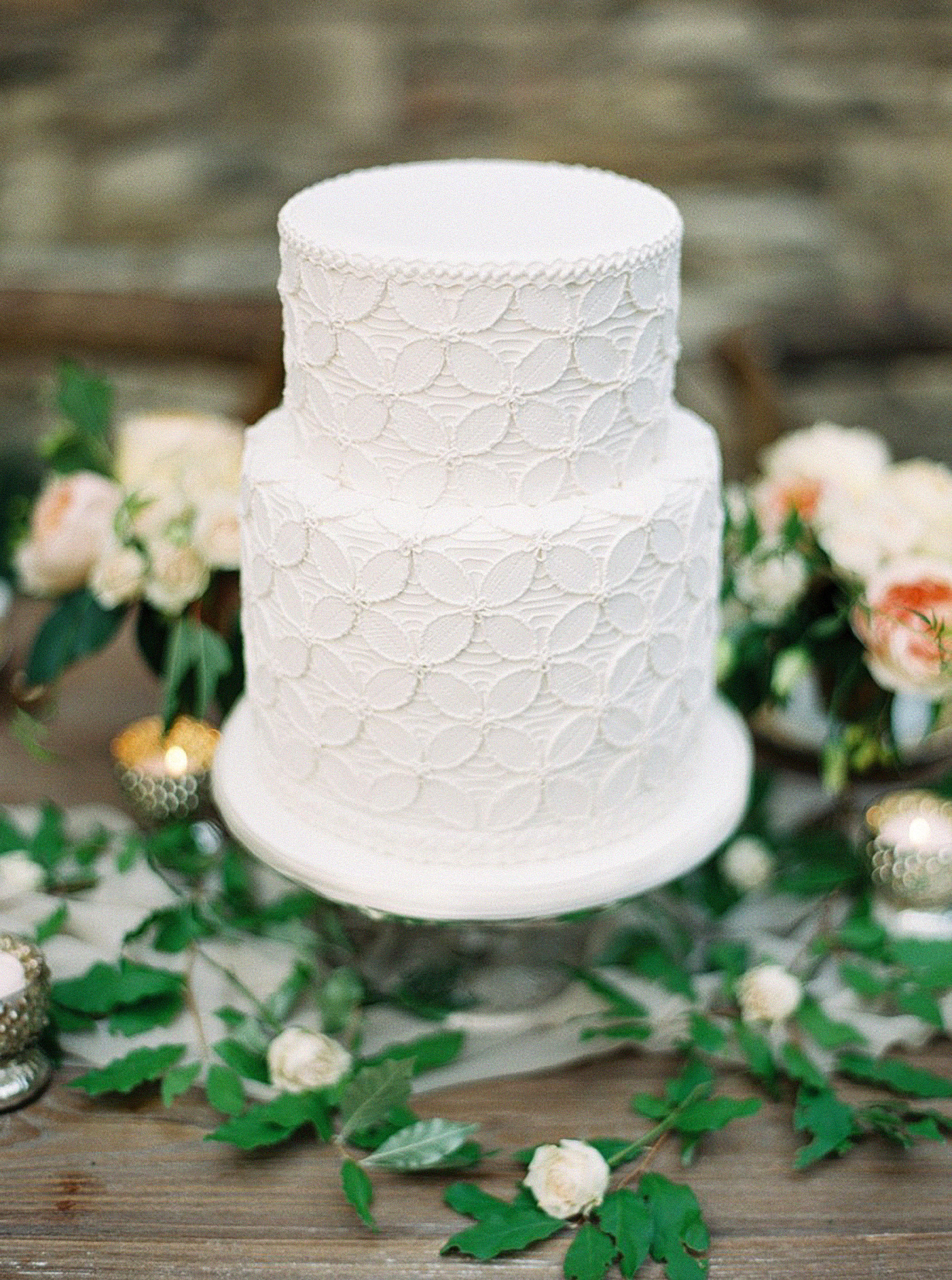 How to Keep Your Cake Looking Great at Your Summer Wedding