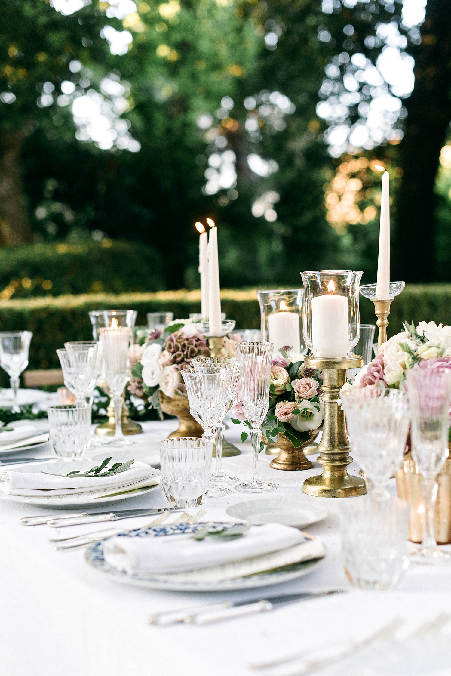 veronica mickias wedding table decor with gold accents