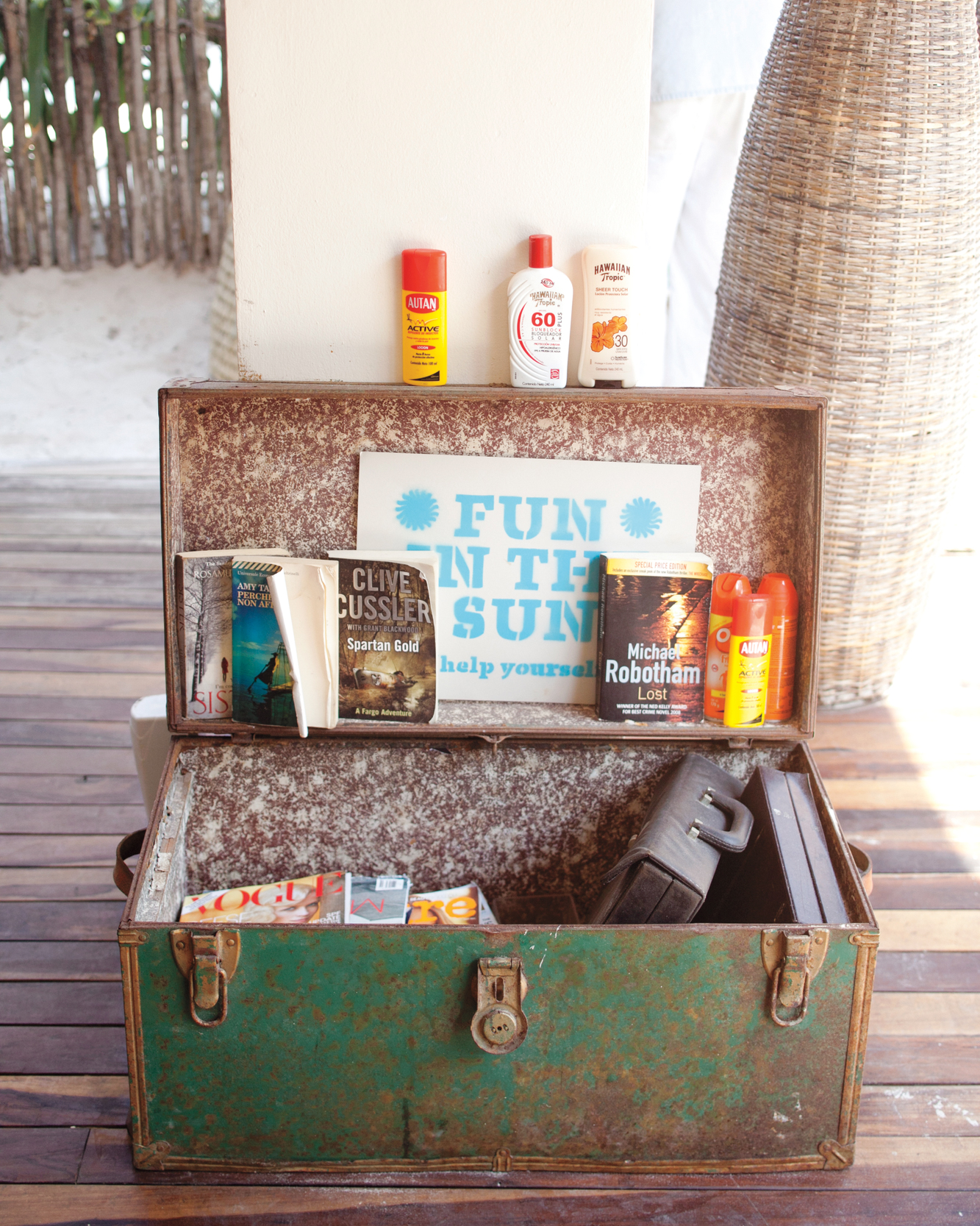 Tips for Making Sure Everyone Reapplies Sunscreen at Your Outdoor Wedding