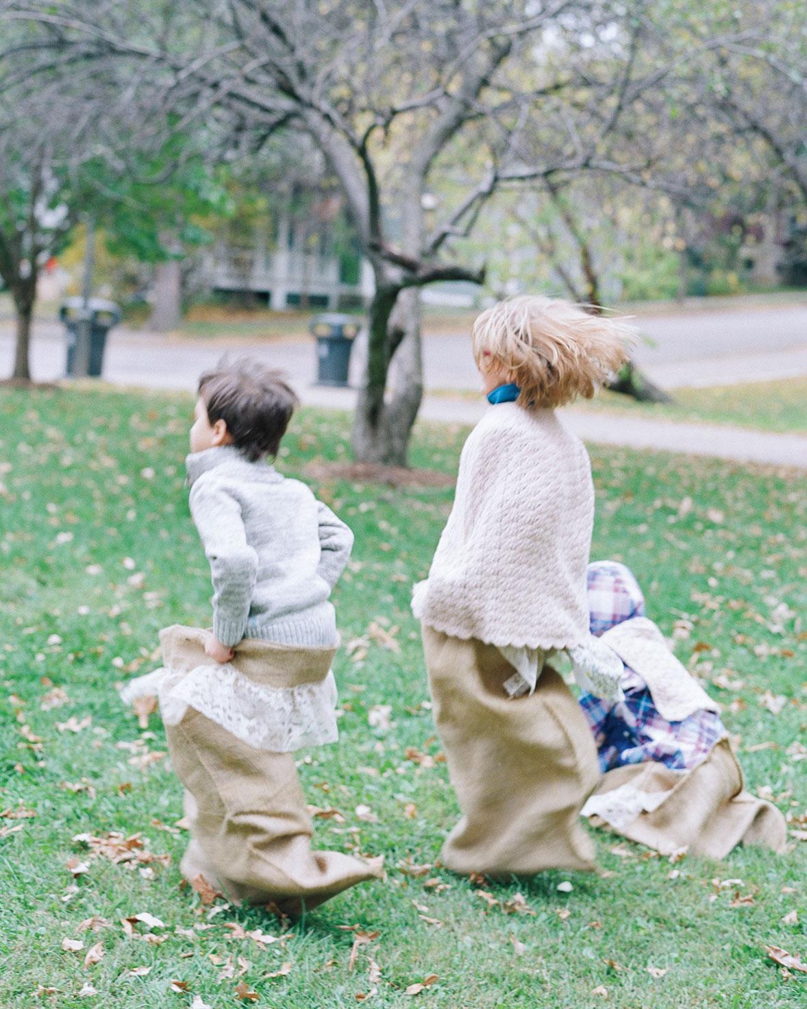 adrienne-jason-wedding-minnesota-kids-bean-bag-racing-0465-s111925.jpg
