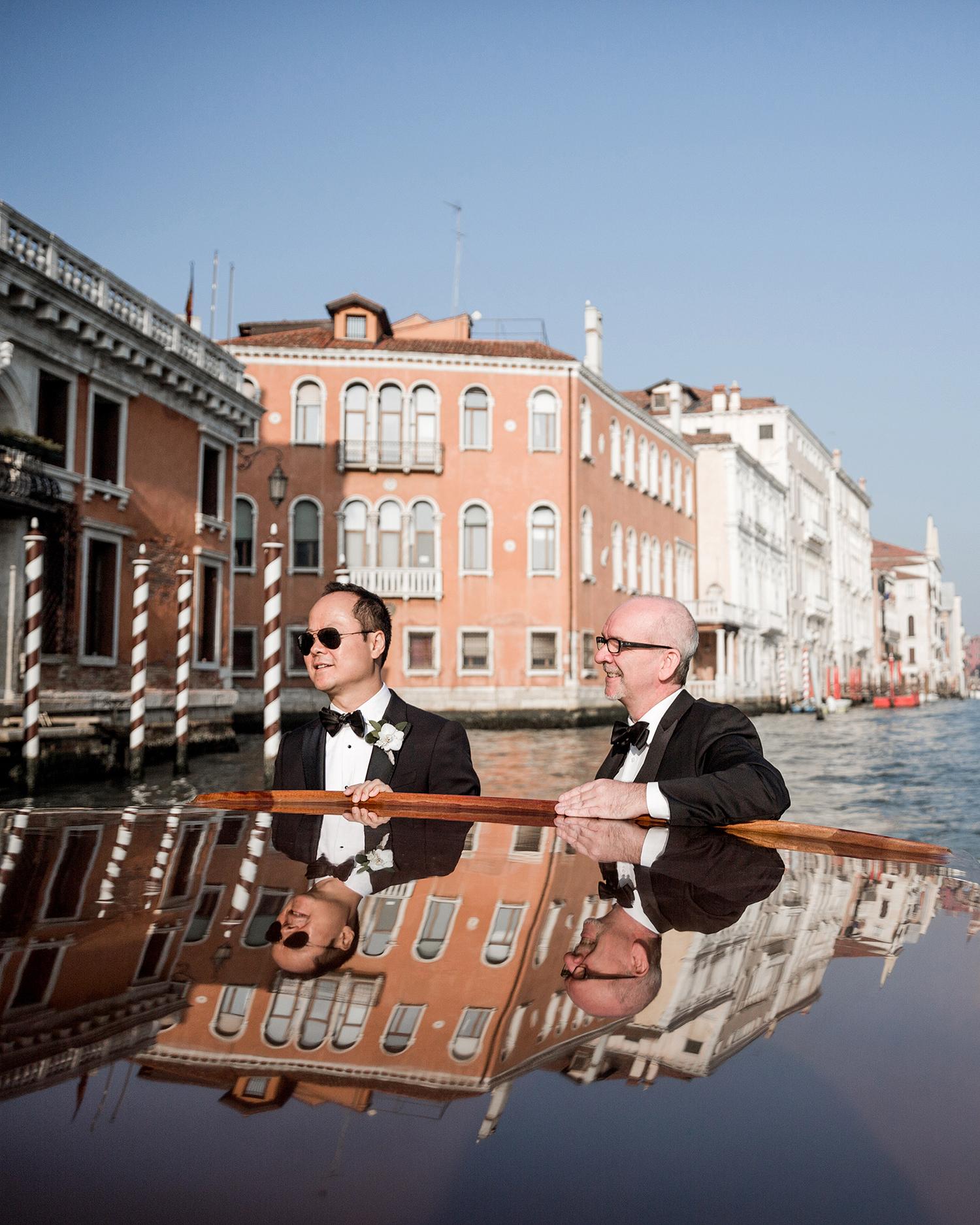 elle raymond venice wedding groom in boat