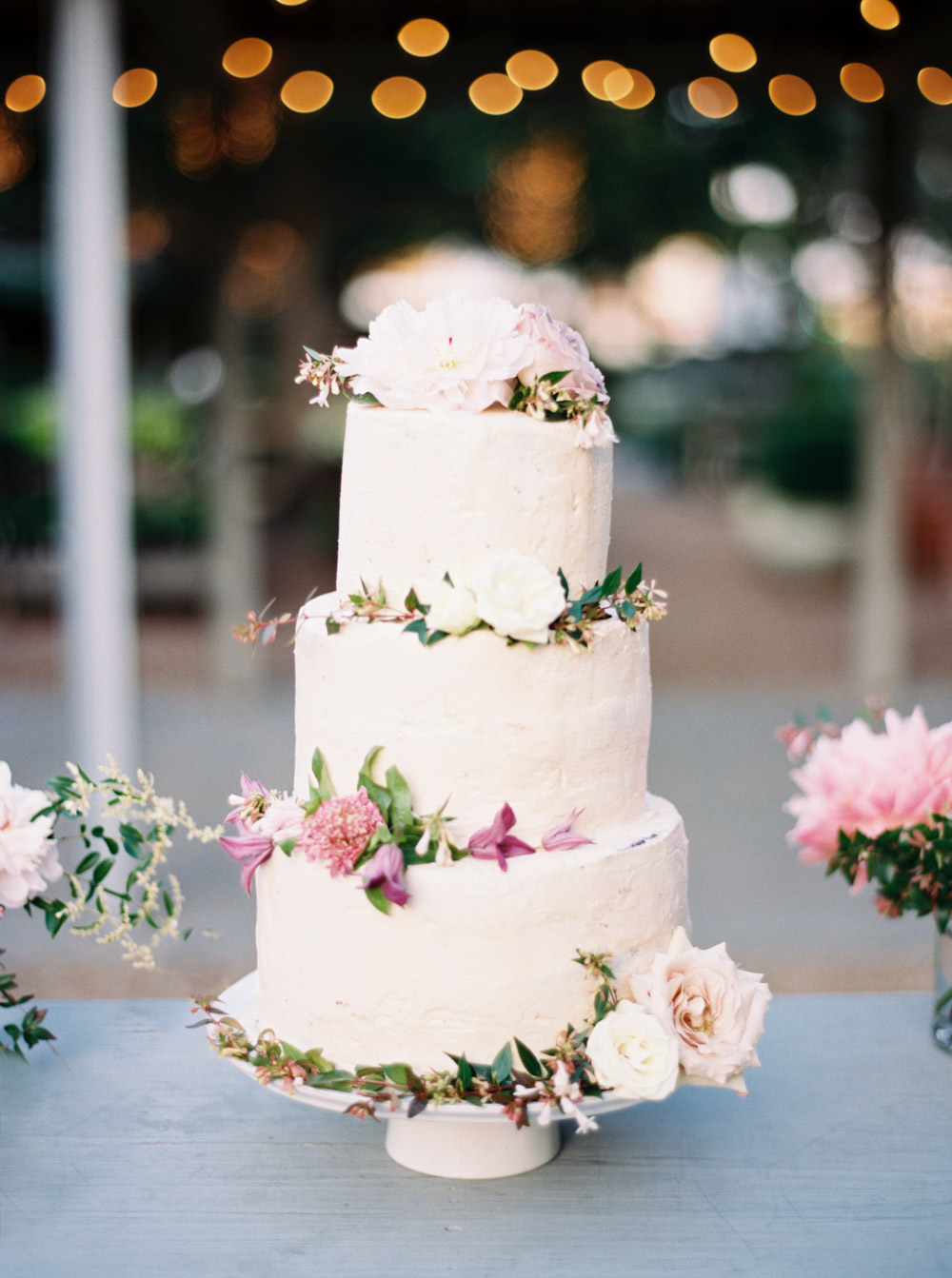Everything You Need to Know About Having Your Wedding Cake Delivered