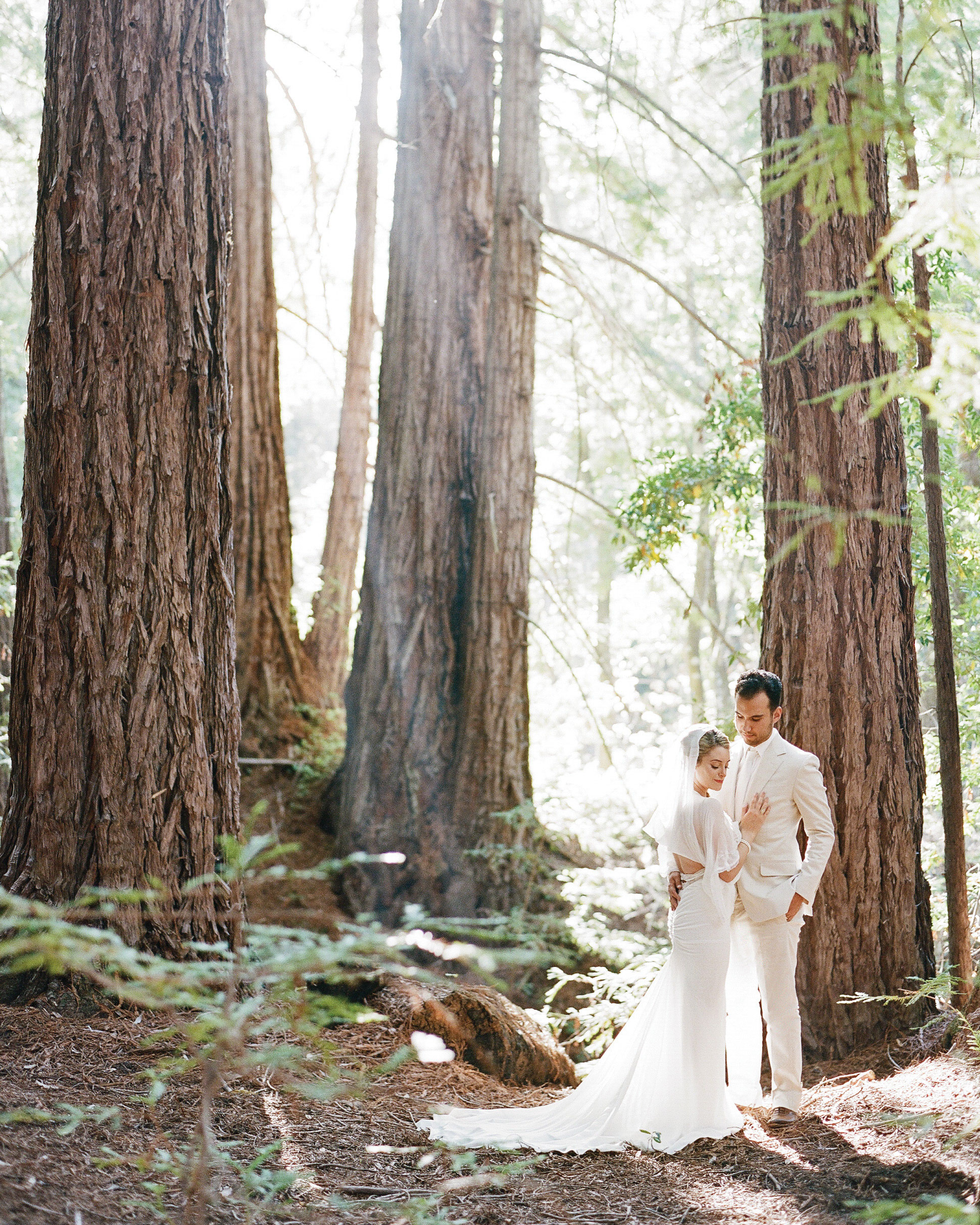 breelayne-hunter-wedding-california-bride-groom-portrait-redwoods-0069-barn-santa-lucia-preserve-s112849.jpg