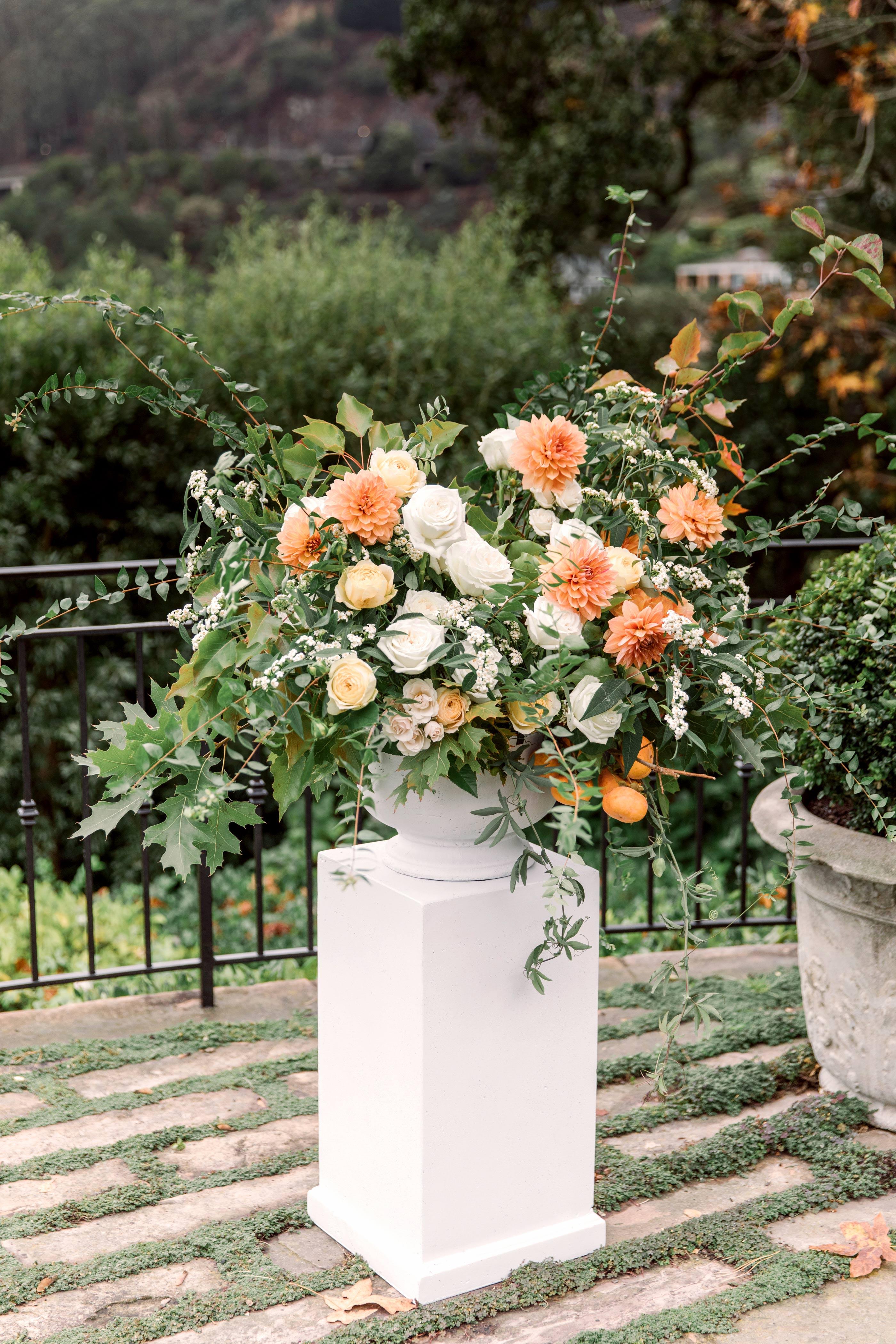 gillian marcus wedding ceremony flowers
