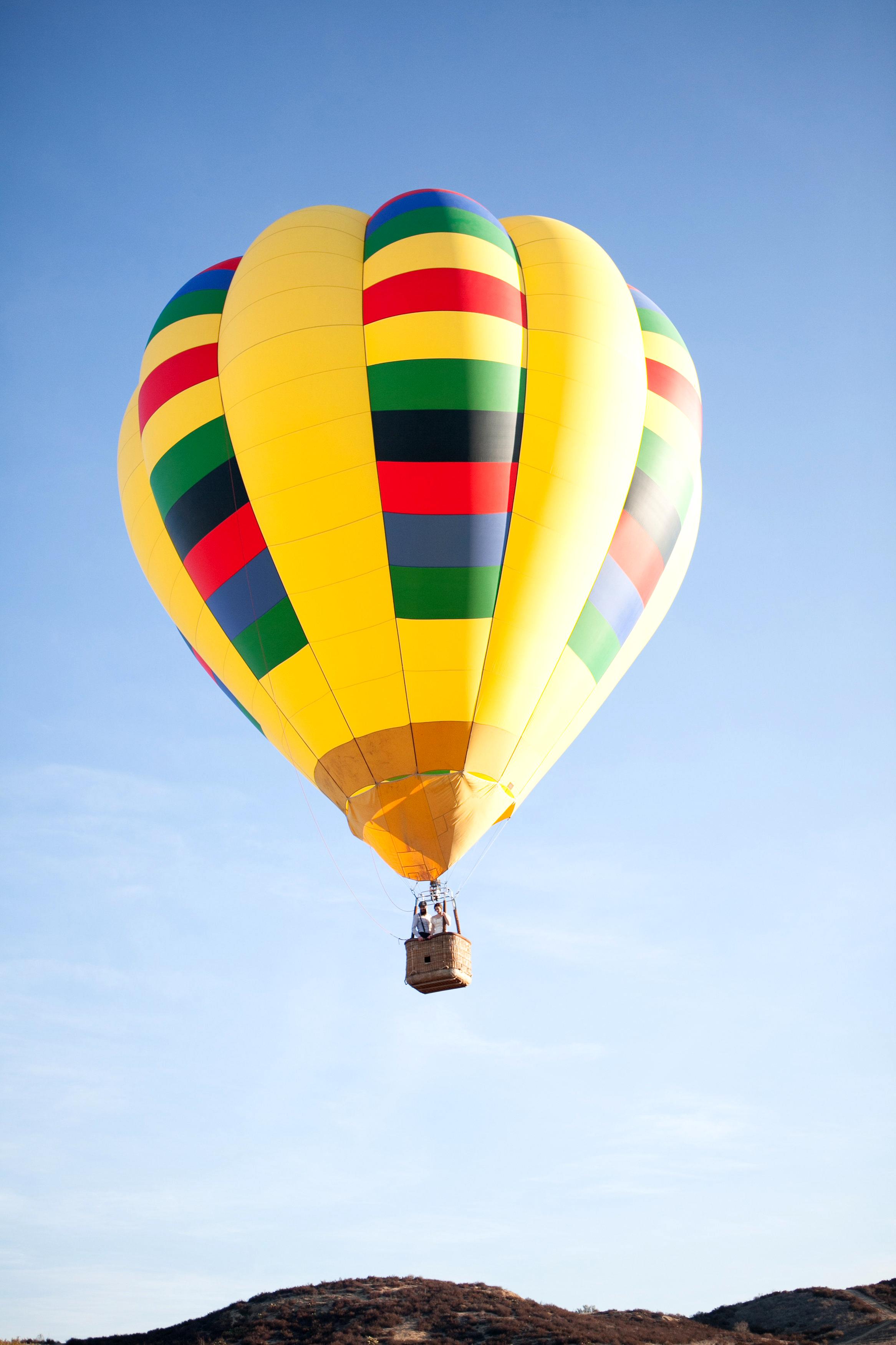 wedding exits hot air balloon